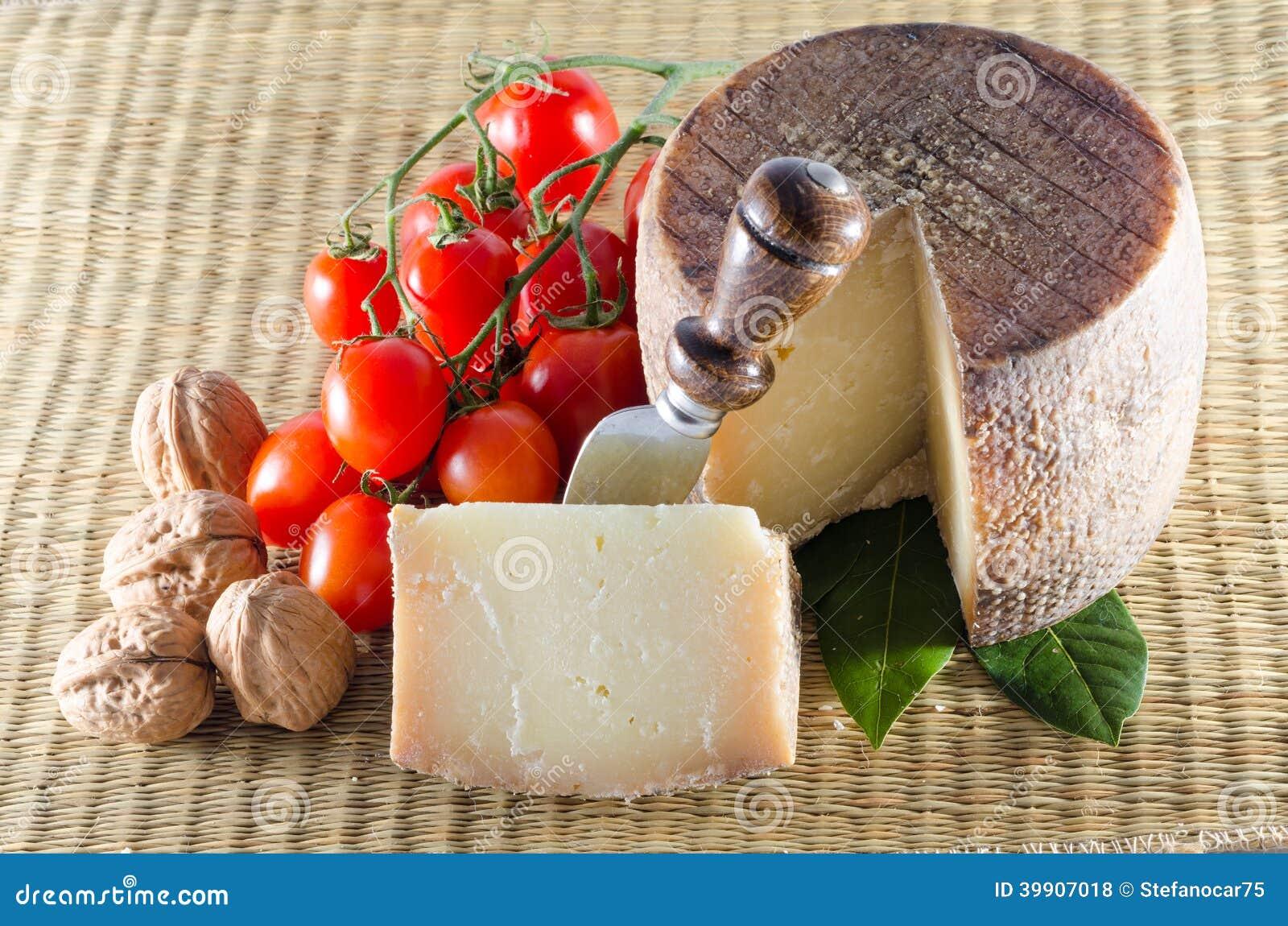 Pecorino и томаты