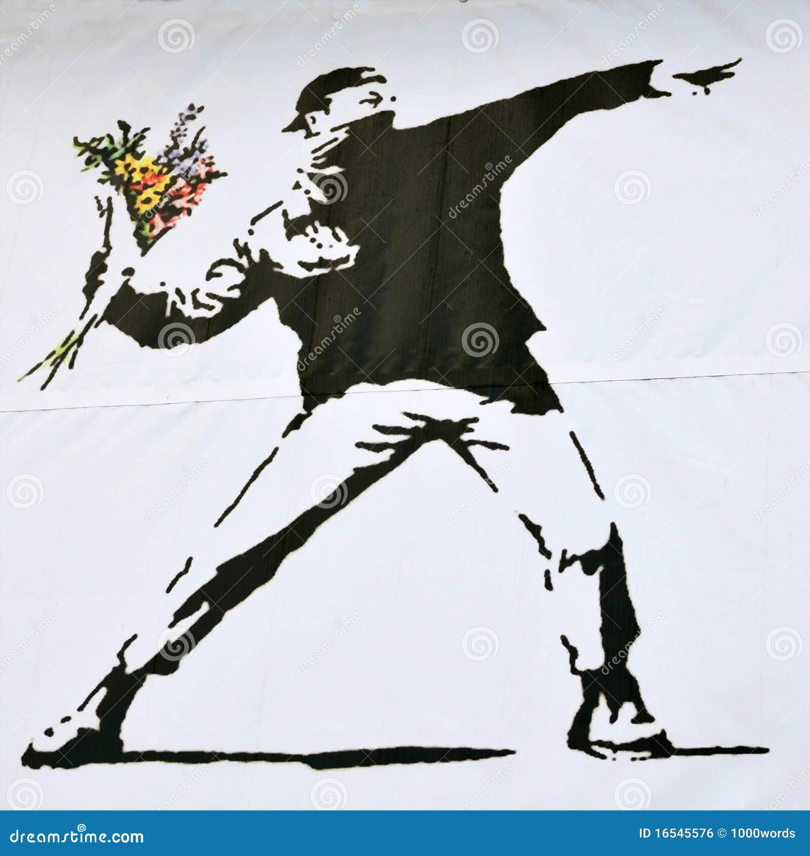 Pedazo de Banksy de un alborotador que lanza un ramo de la flor