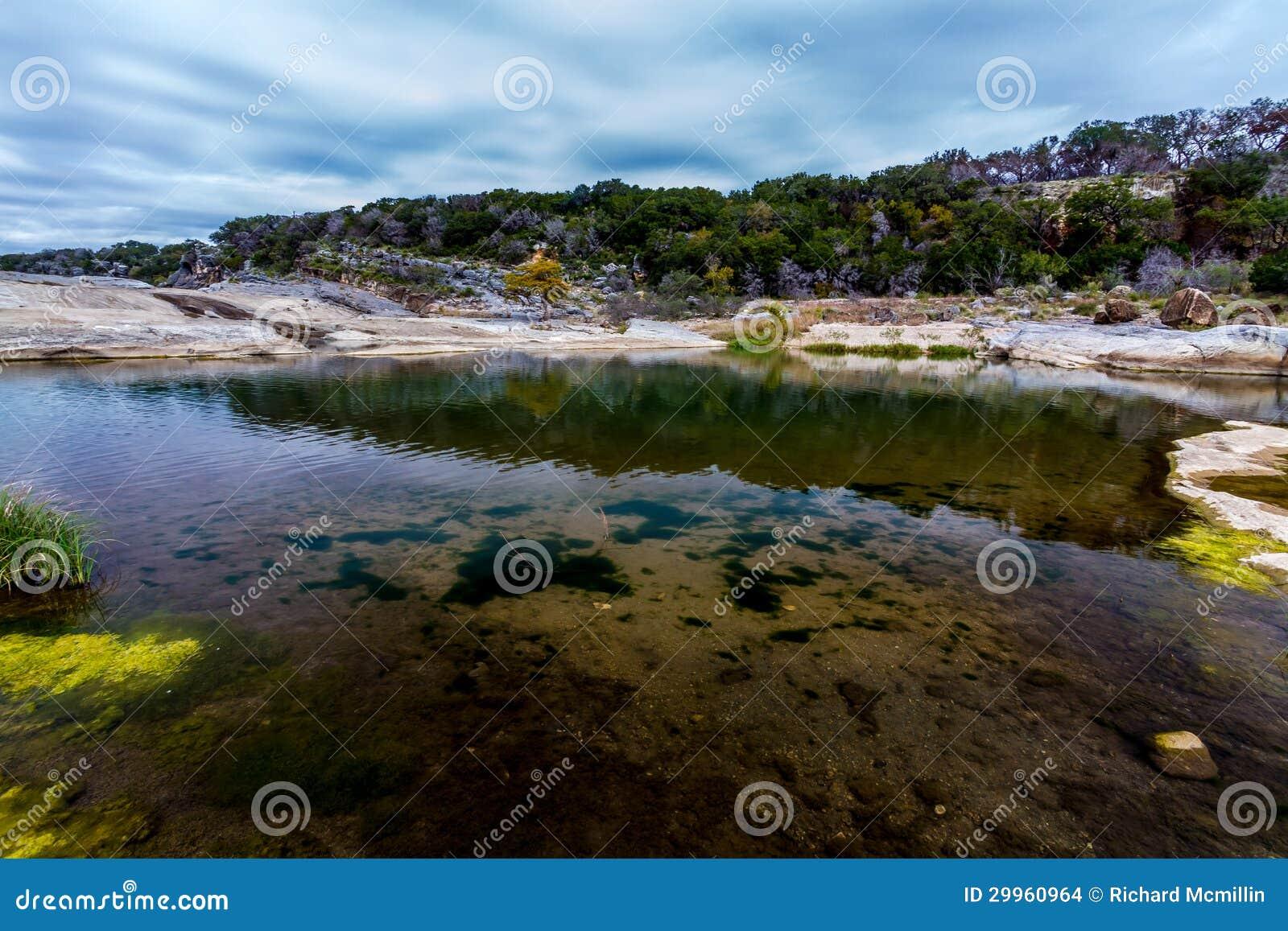 Las aguas cristalinas de las caídas del río de Pedernales, Tejas.