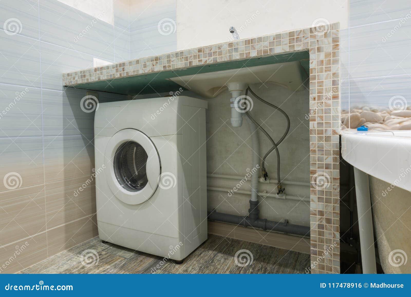 Pedestal Hecho En Casa En Lavabo En El Cuarto De Baño, Espacio Para ...