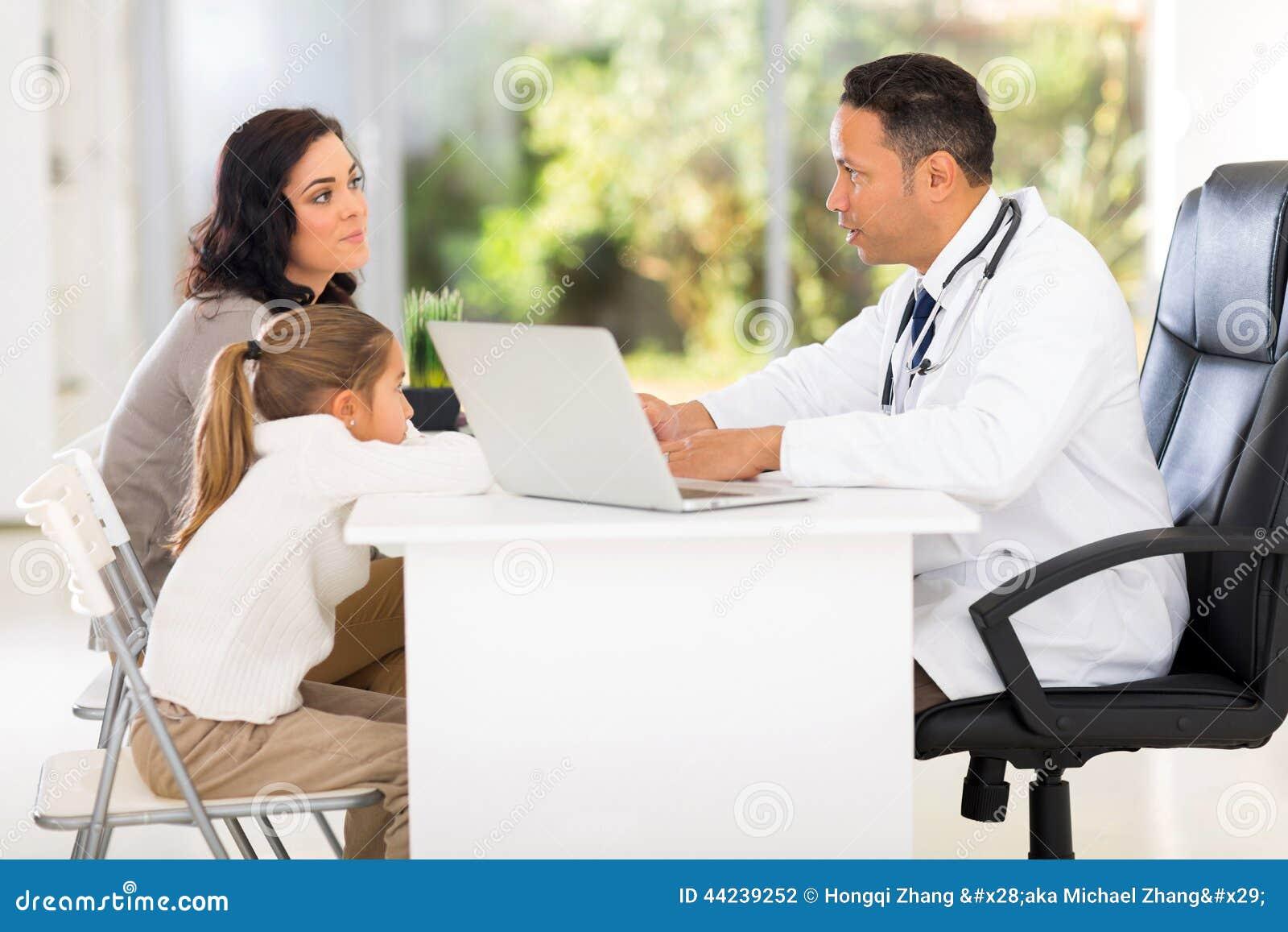 Pediatryczny lekarki opowiadać