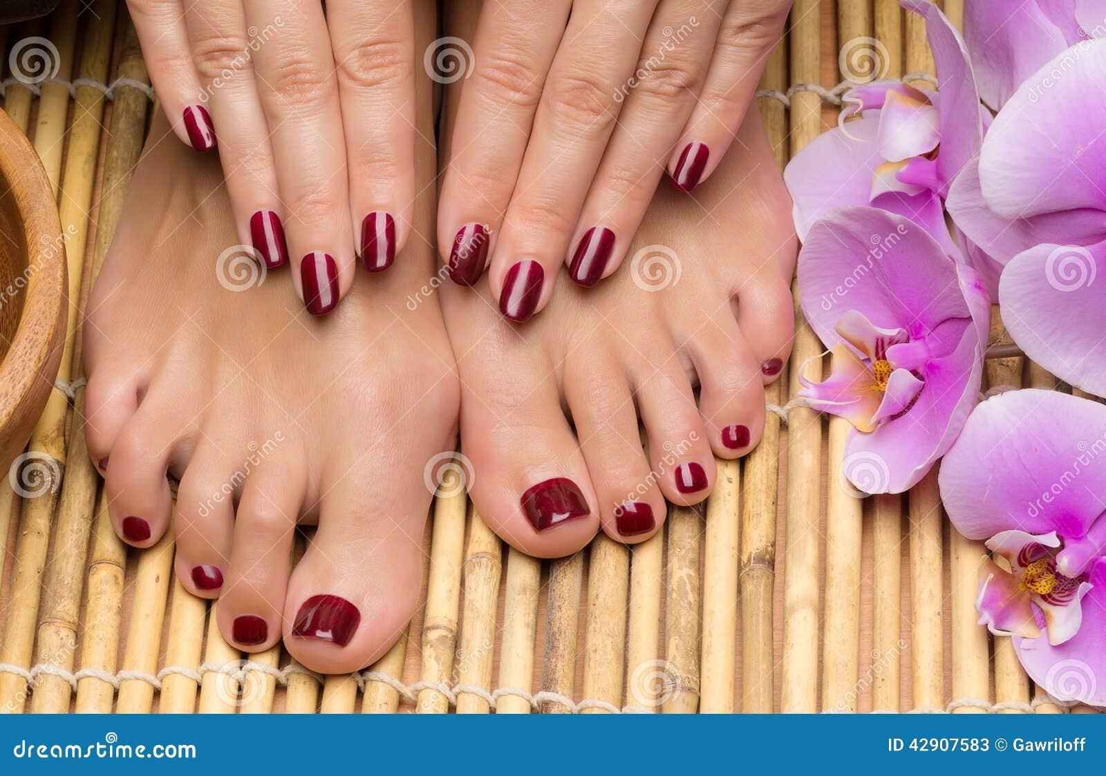 Pedicure e tratamento de mãos nos termas do salão de beleza