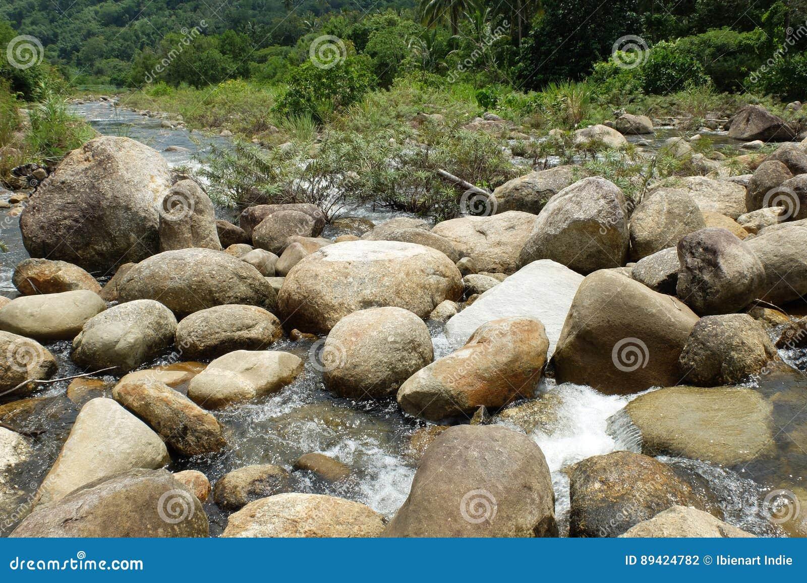 Pedra do círculo no rio