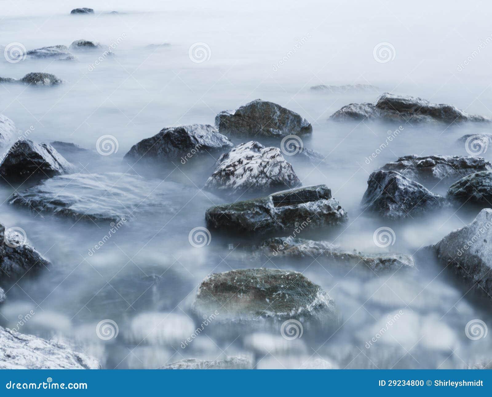 Download Pedras na névoa foto de stock. Imagem de leite, profundamente - 29234800