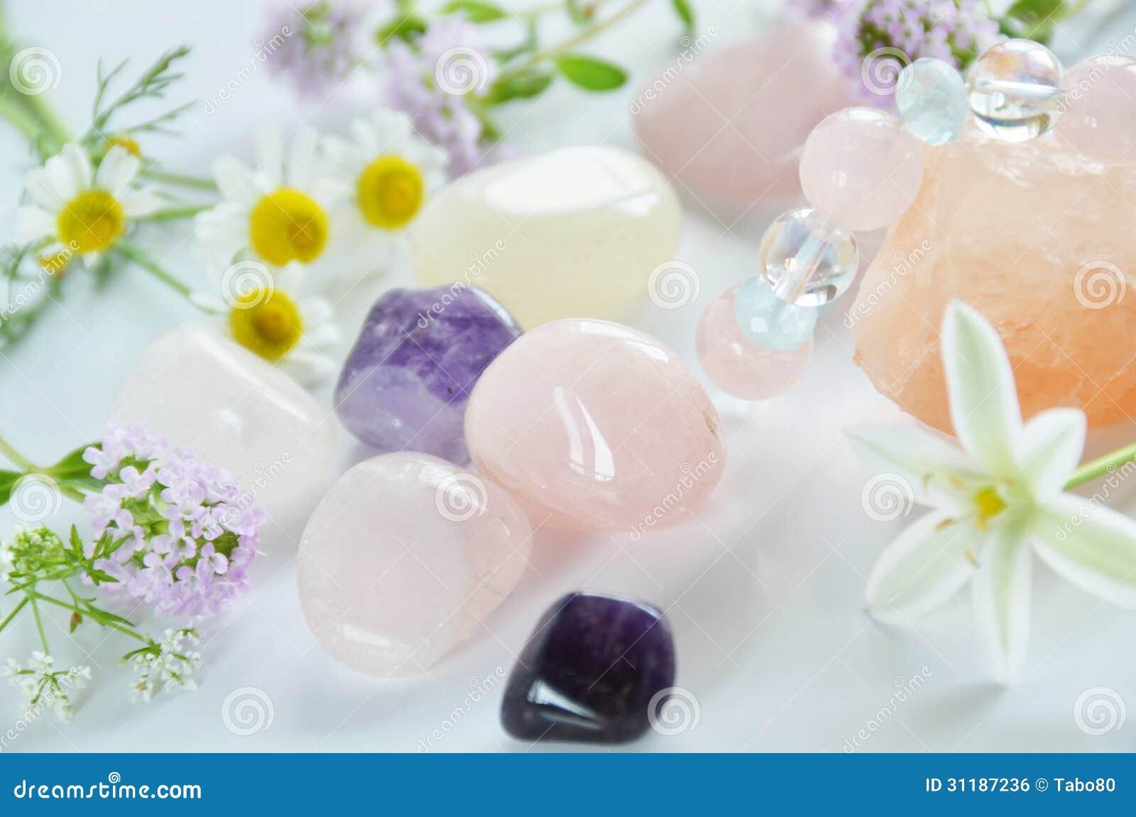 Pedras preciosas com flores imagem de stock royalty free imagem 31187236 - Fotos flores preciosas ...