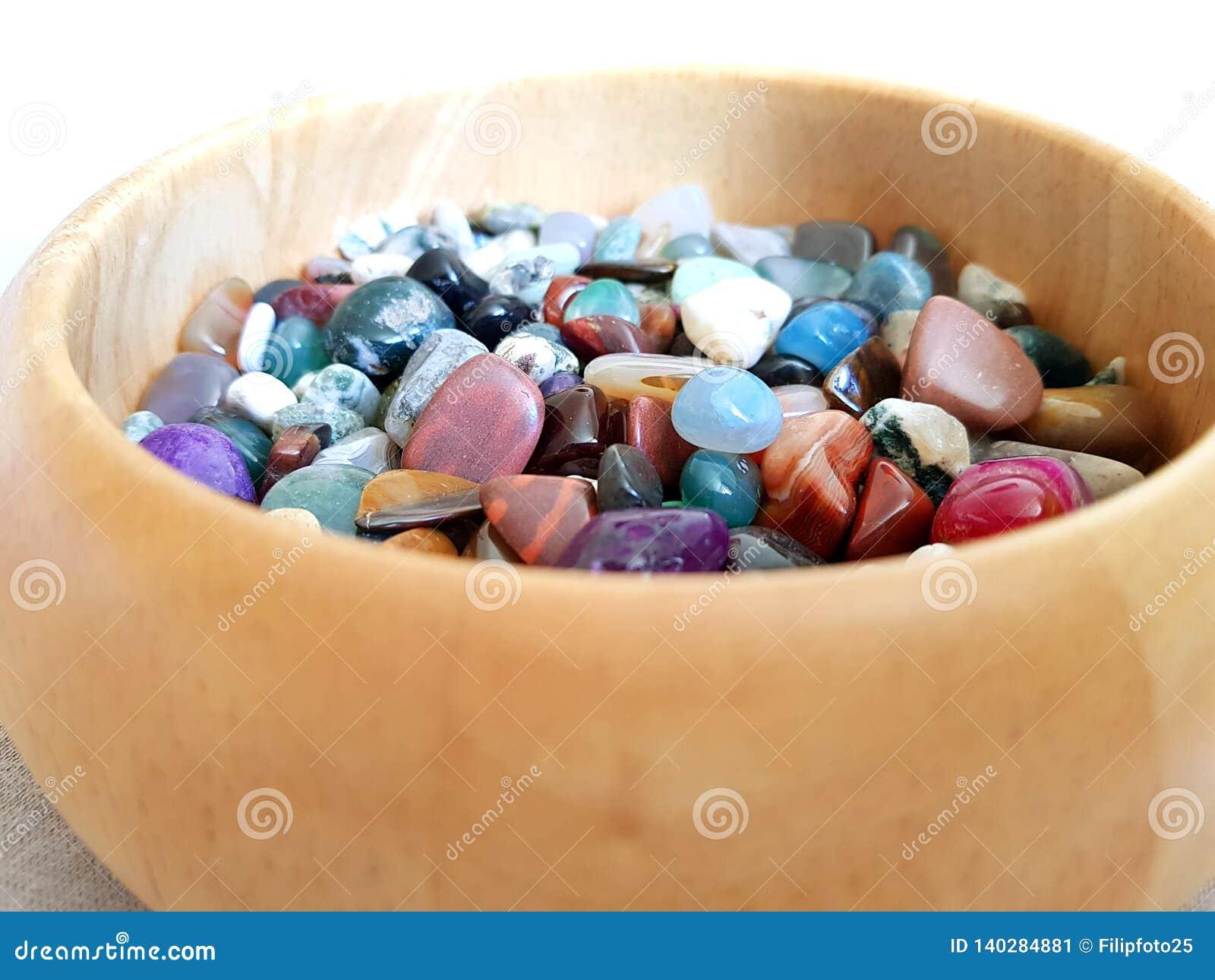 Pedras semipreciosas coloridas