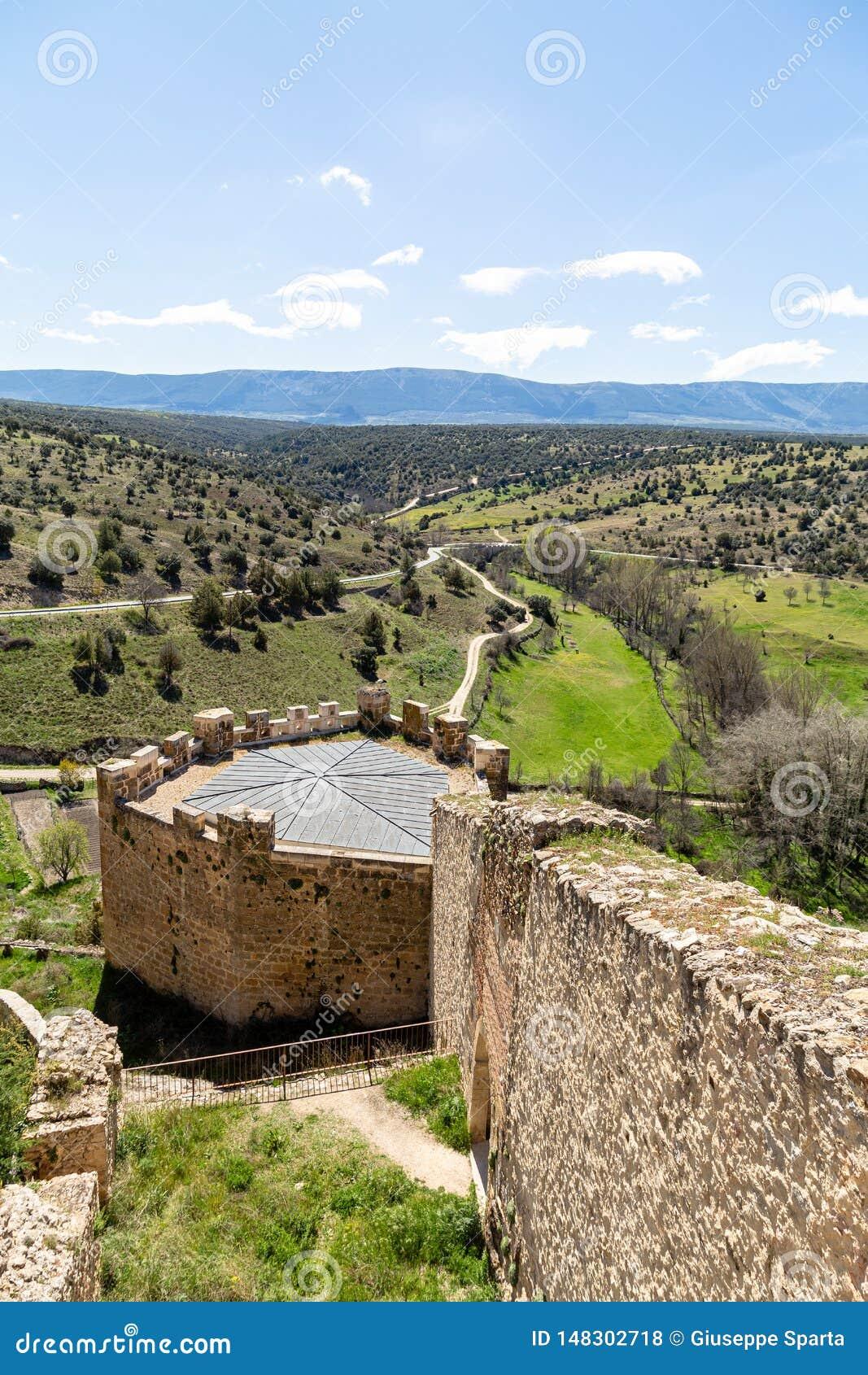 Pedraza, Castilla Y León, España: visión desde el mirador en Calle de la Cuestas