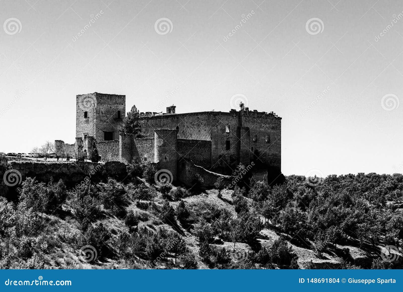 Pedraza, Castilla Y Le?n, Espa?a: vista del castillo de Pedraza de Mirador el Tungueras