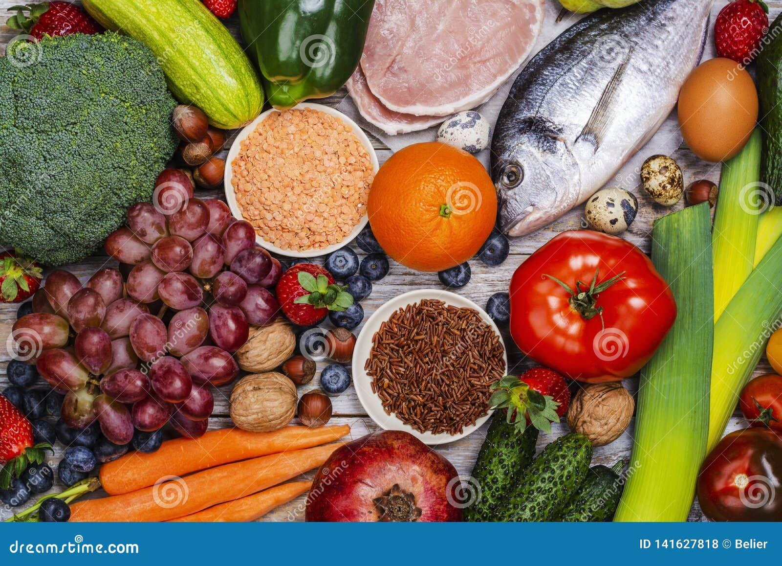 Pegan bantar foods på trätabellen
