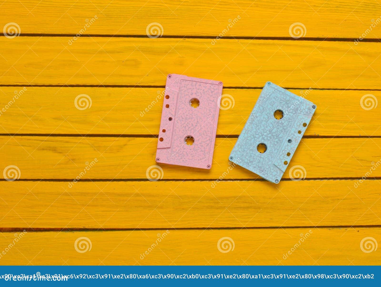 Peint Dans Une Cassette Sonore Bleue Rose De Couleur En Pastel Sur