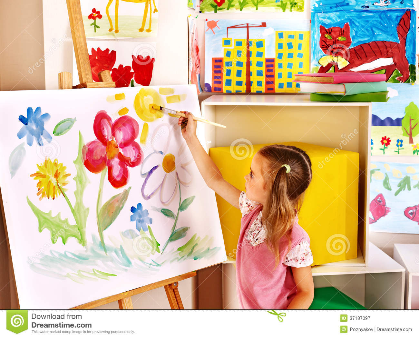 Peinture Denfant Au Chevalet Image Stock Image Du Enfant