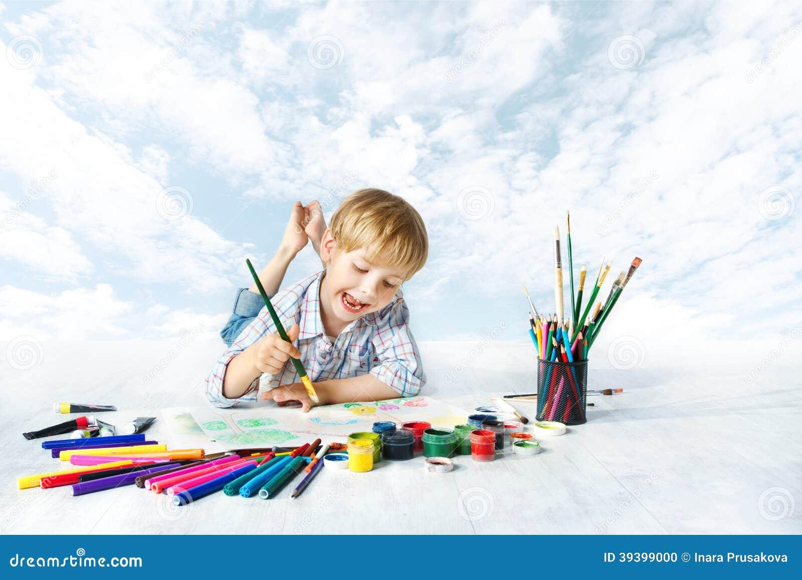 peinture d 39 enfant avec la brosse de couleur outils de dessin photo stock image du couleur. Black Bedroom Furniture Sets. Home Design Ideas