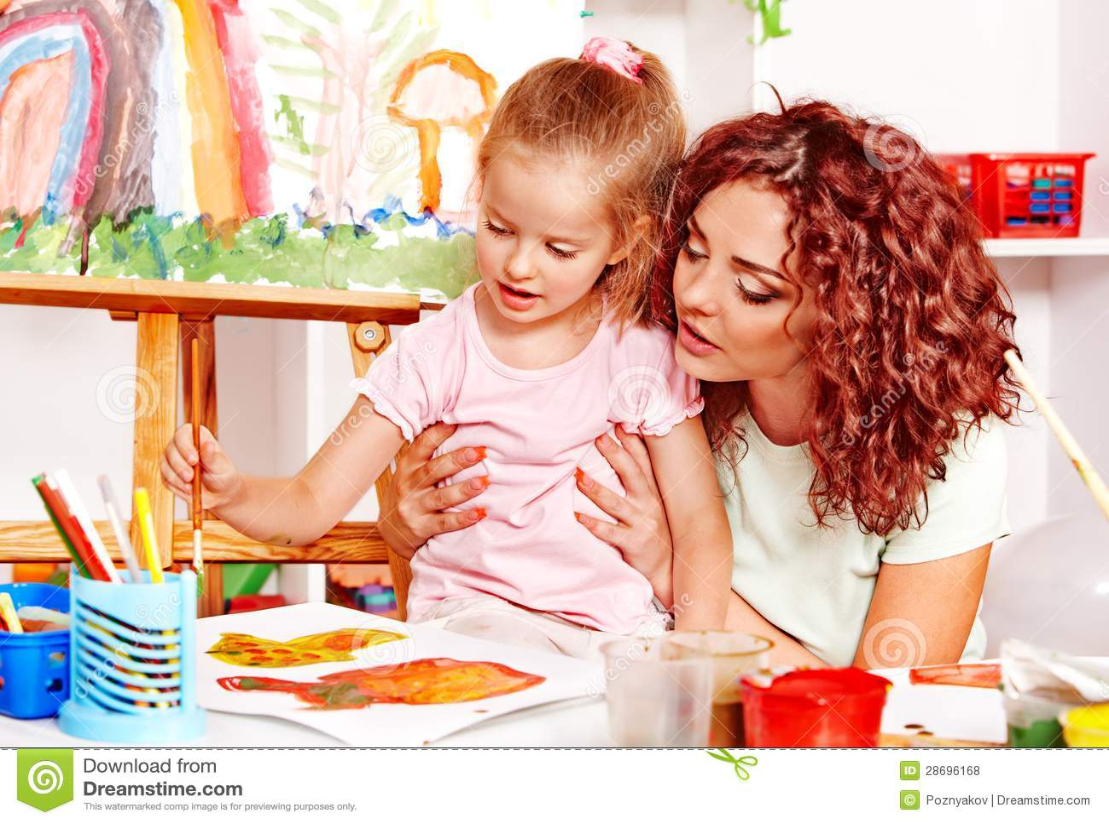 peinture d 39 enfant avec la momie photo stock image du gosse kindergarten 28696168. Black Bedroom Furniture Sets. Home Design Ideas