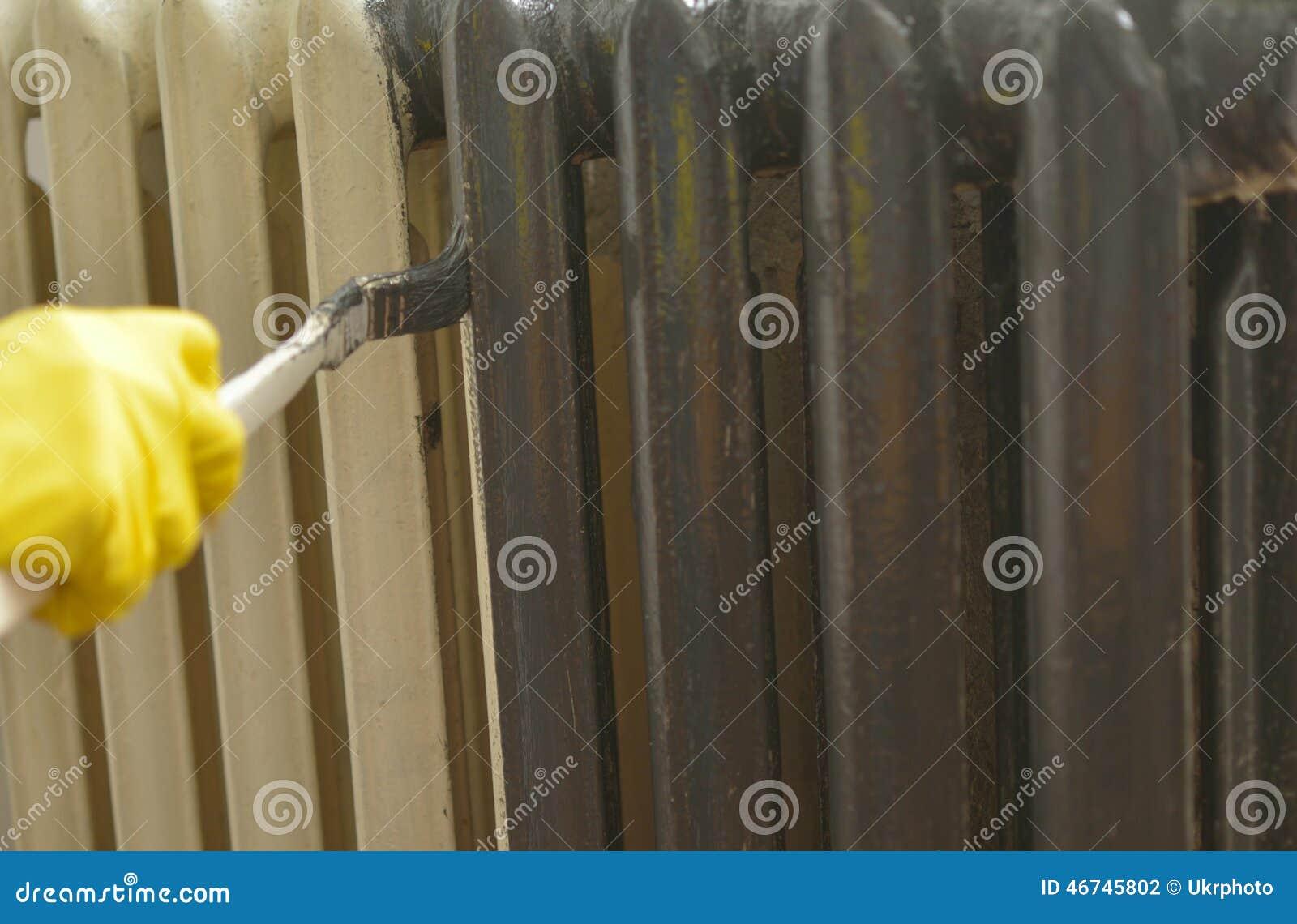 peinture d'un radiateur photo stock. image du gris, caoutchouc ... - Comment Peindre Un Radiateur En Fonte