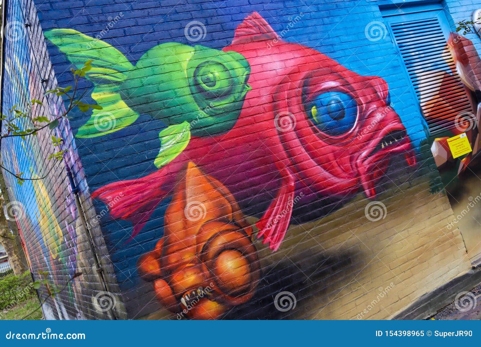 Peinture De Graffiti D Art De Mur De Poissons Avec De Belles
