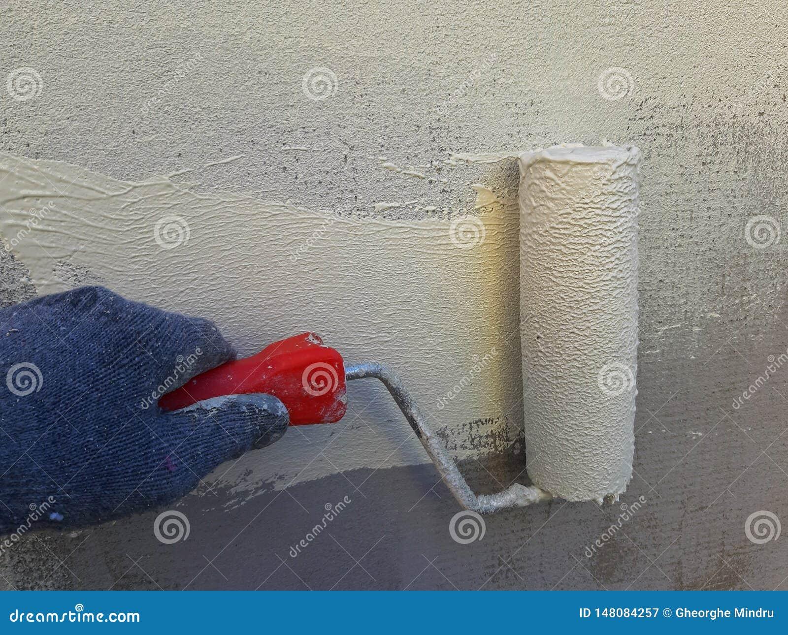 Peinture De Mur Avec Un Rouleau Peinture Blanc Jaune Image