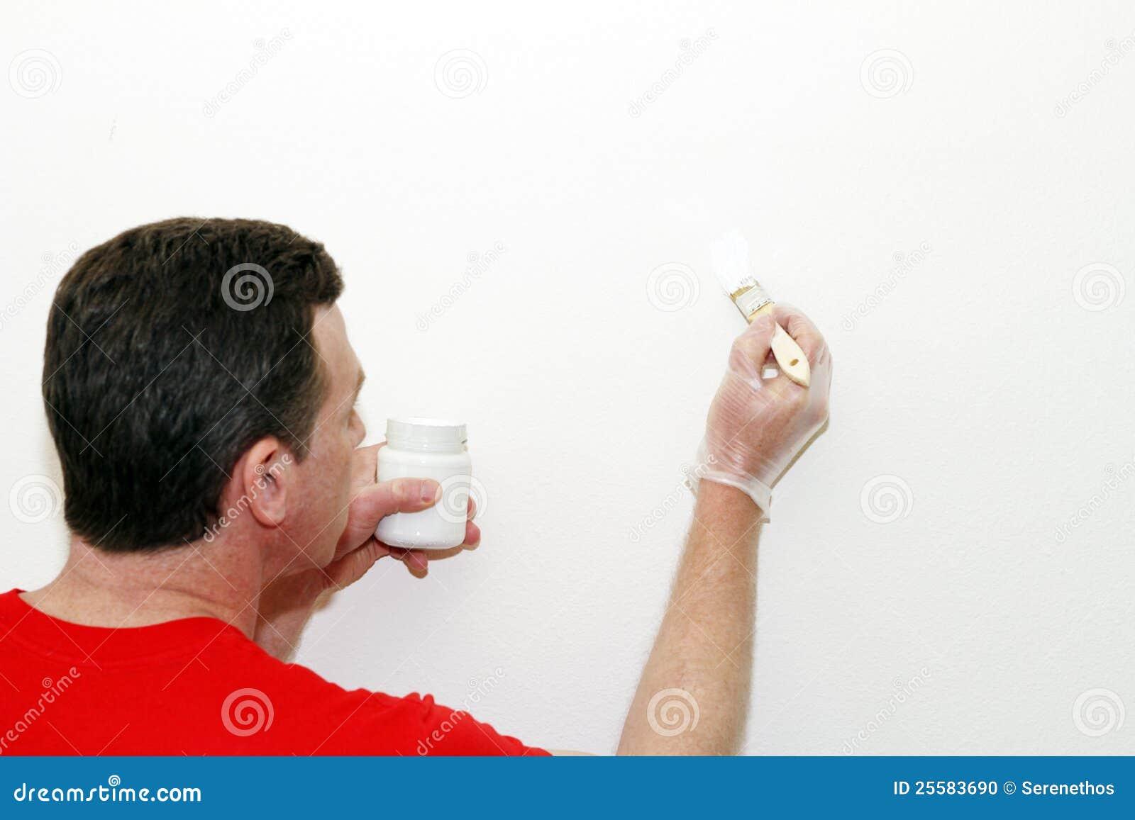 peinture de retouche de peinture d 39 homme photo stock image 25583690. Black Bedroom Furniture Sets. Home Design Ideas
