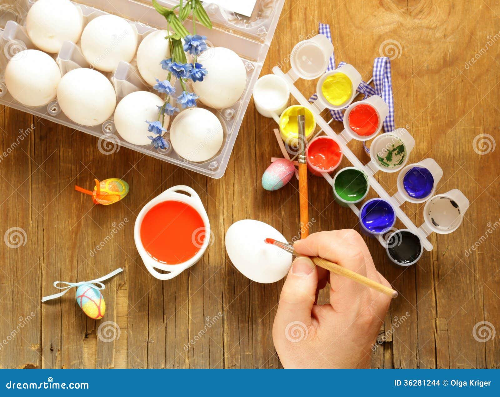 Peinture et brosses d 39 oeufs de p ques de coloration images stock image 36281244 - Peinture oeufs de paques ...