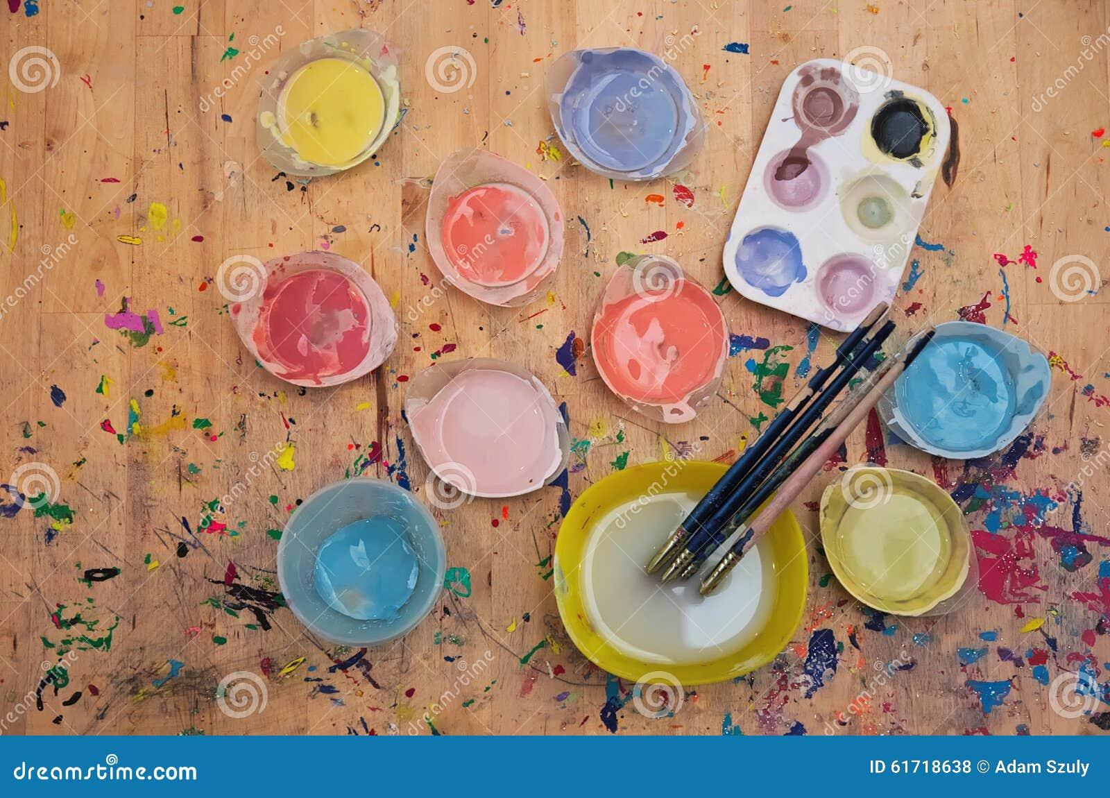 Peinture et pinceau d 39 aquarelle sur le bois de couleur claire photo stock - Peinture couleur bois clair ...