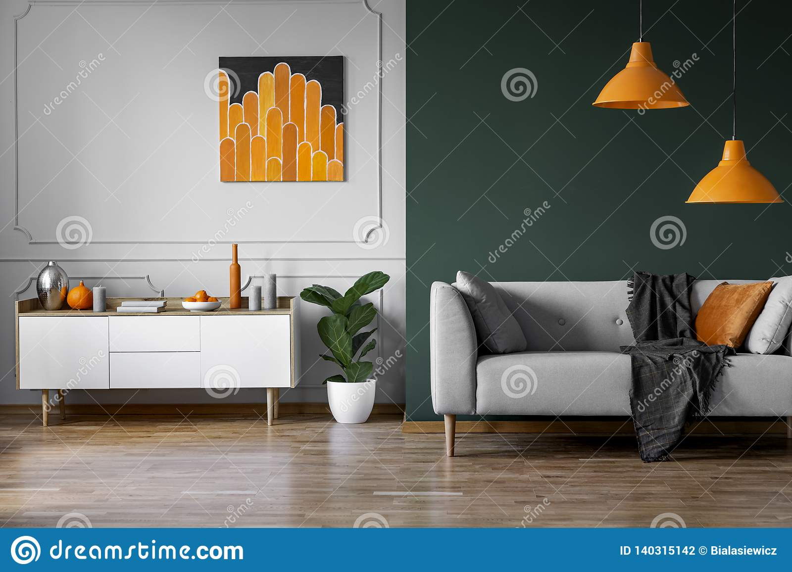 Peinture Orange Abstraite Sur Le Mur Gris Du Salon élégant ...