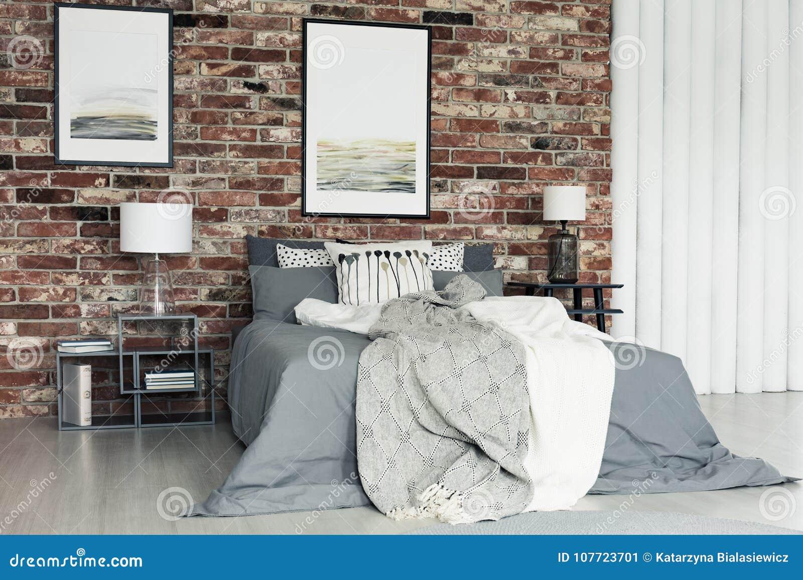Chambre A Coucher Peinture Gris peintures dans la chambre à coucher grise image stock