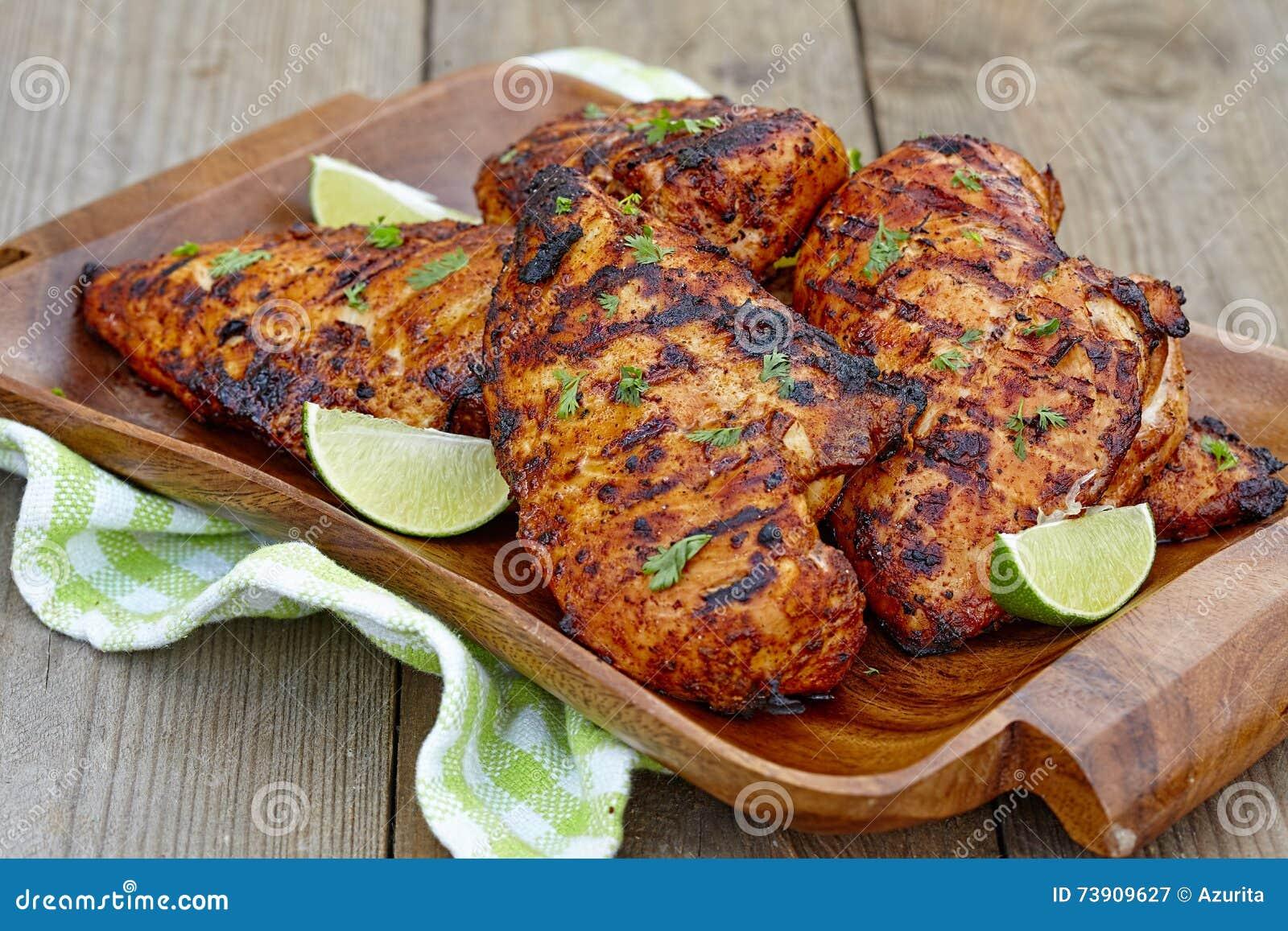 Peito de frango grelhado com cal