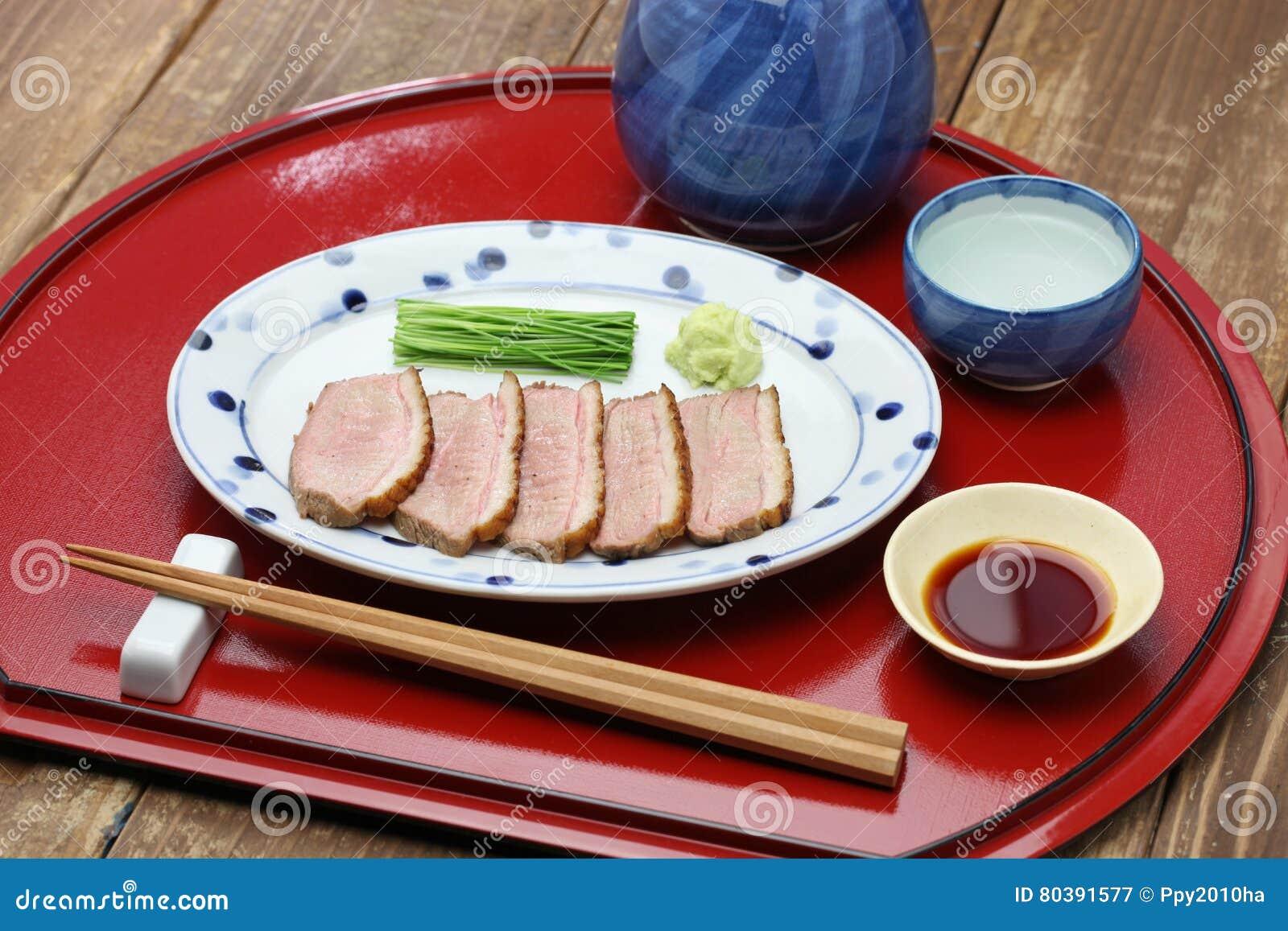 Peito de pato passado ligeiramente cozinhado, culinária japonesa