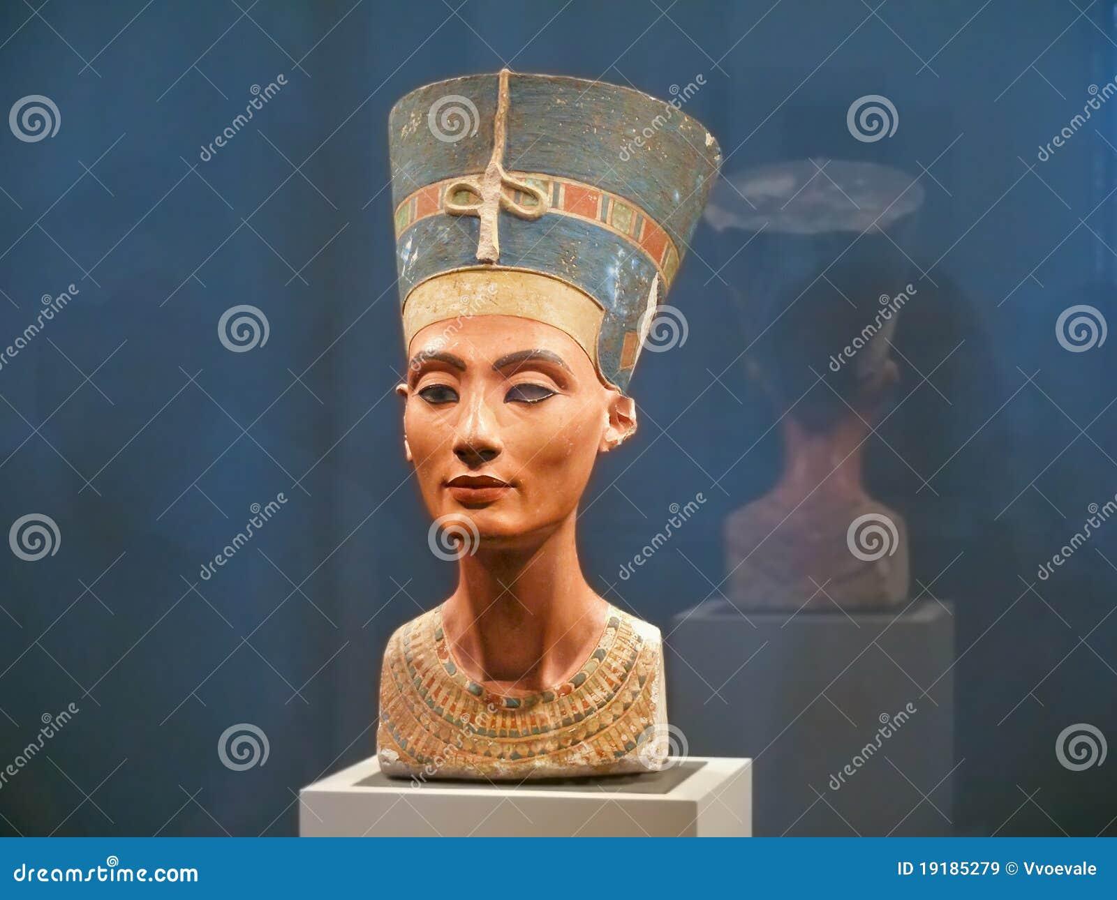 Peito famoso da rainha Nefertiti