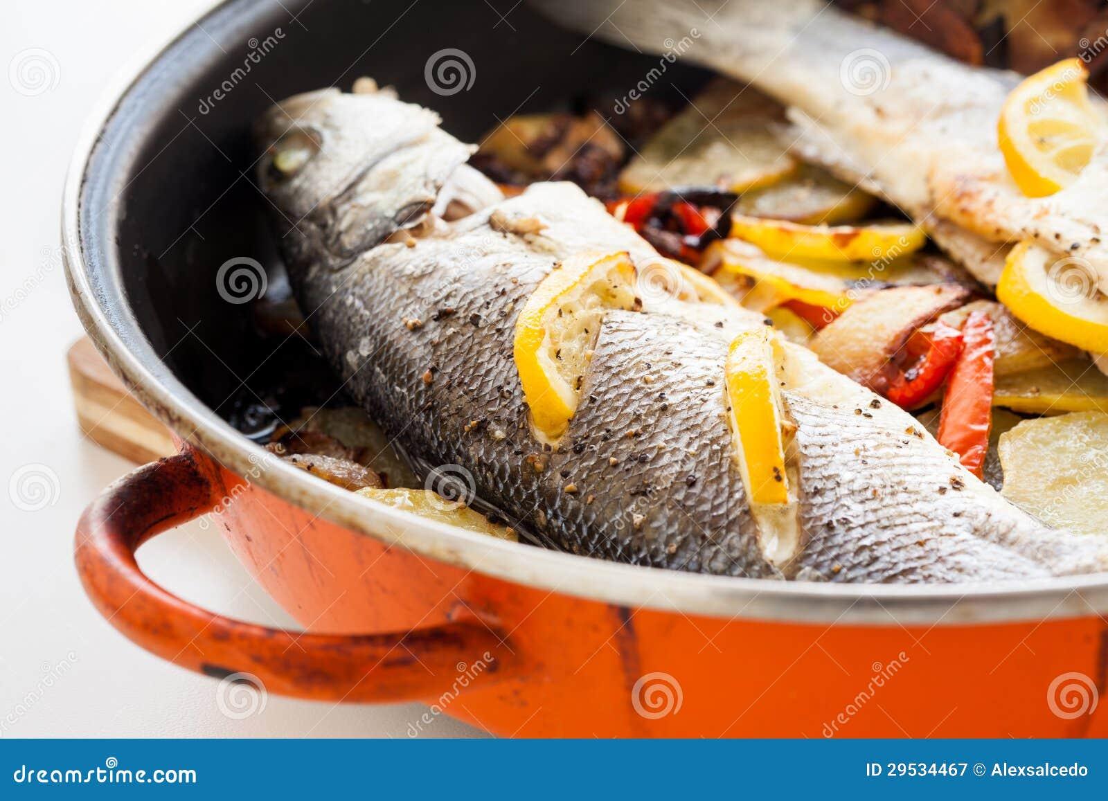 Peixes cozinhados caseiros