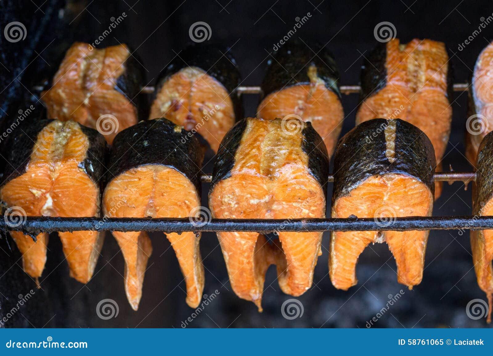 Peixes fumado - salmões