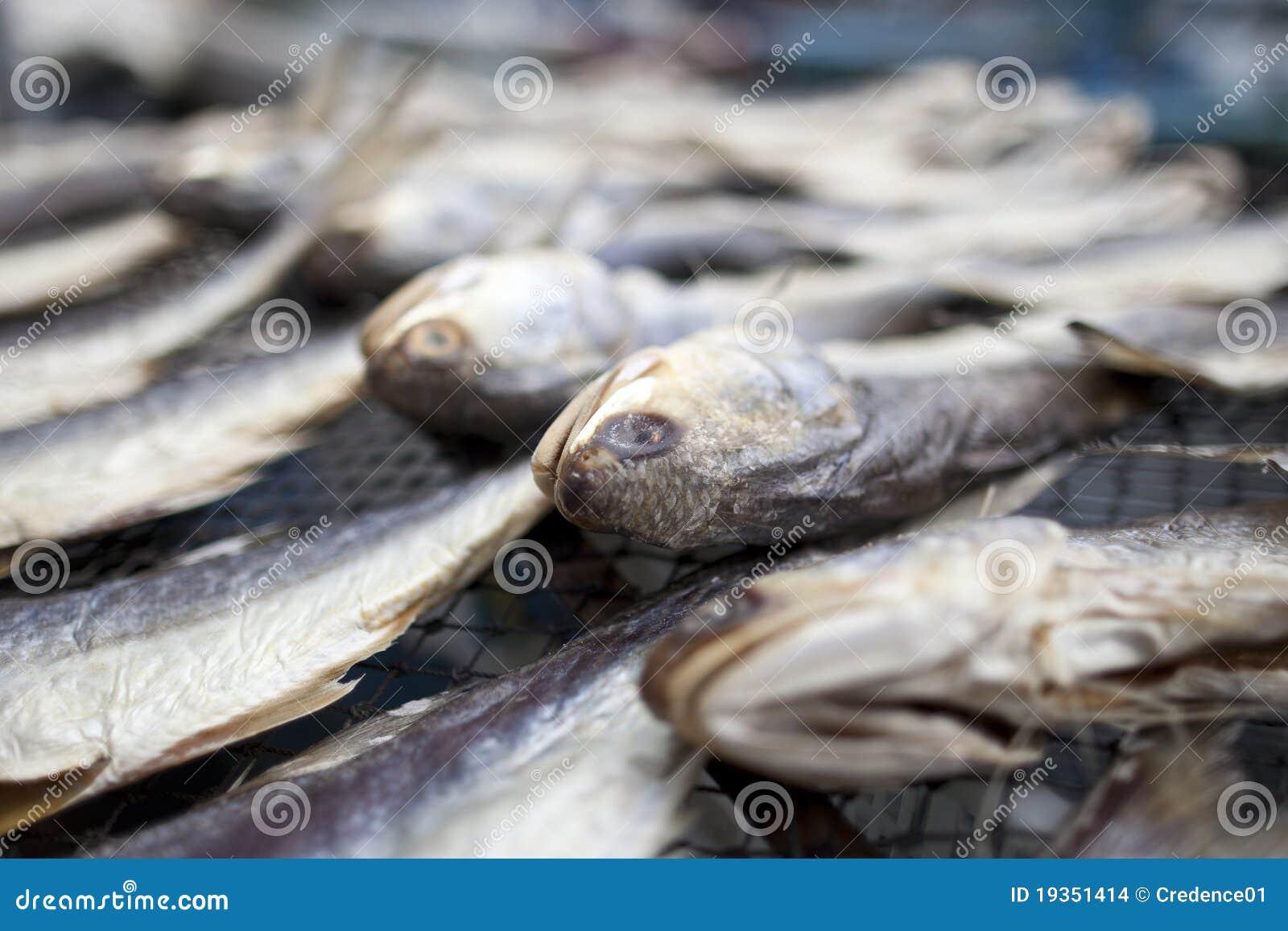 Peixes salgados secados no mercado