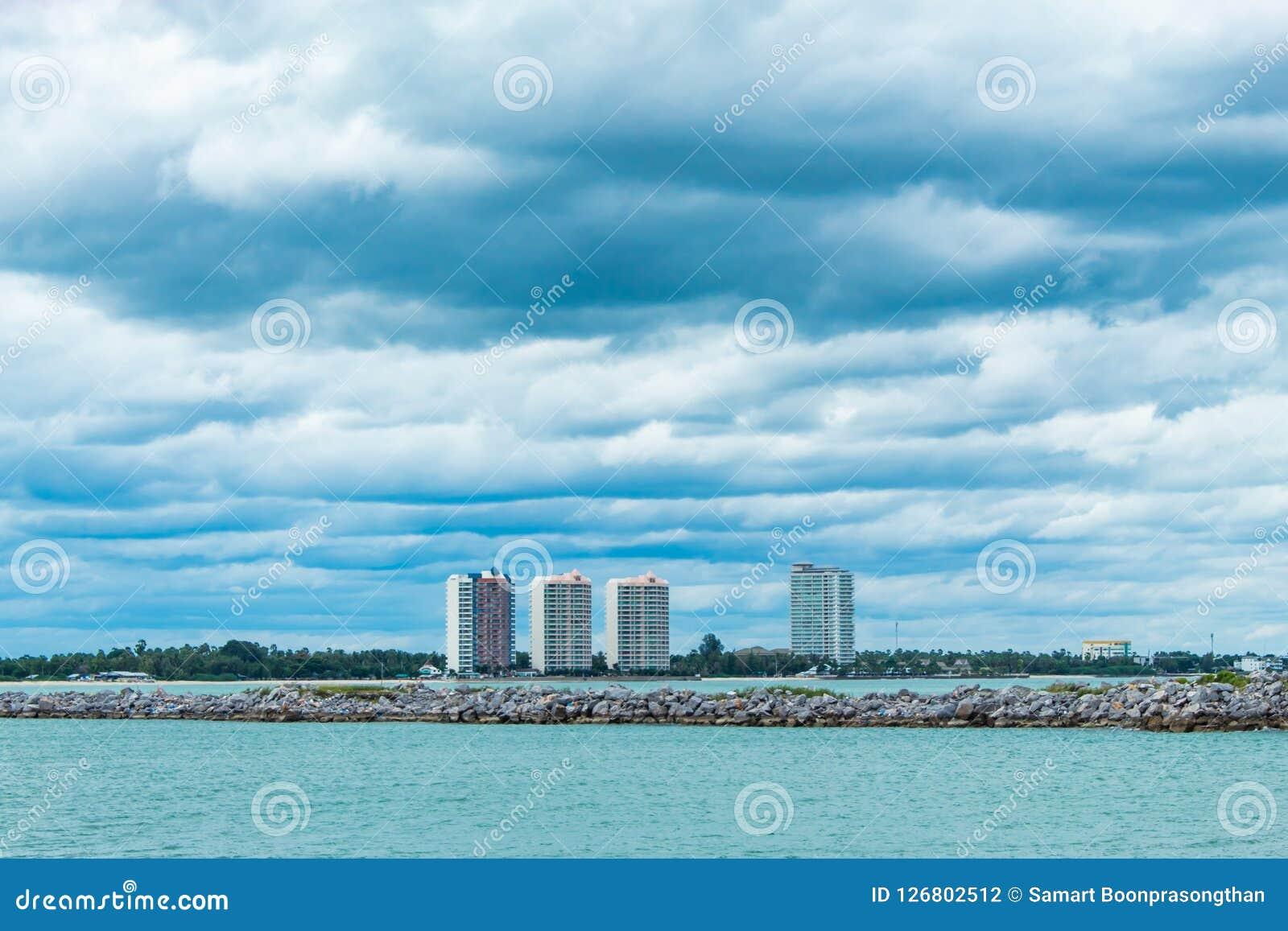 Pejzaż miejski i morze Cha Am plaże