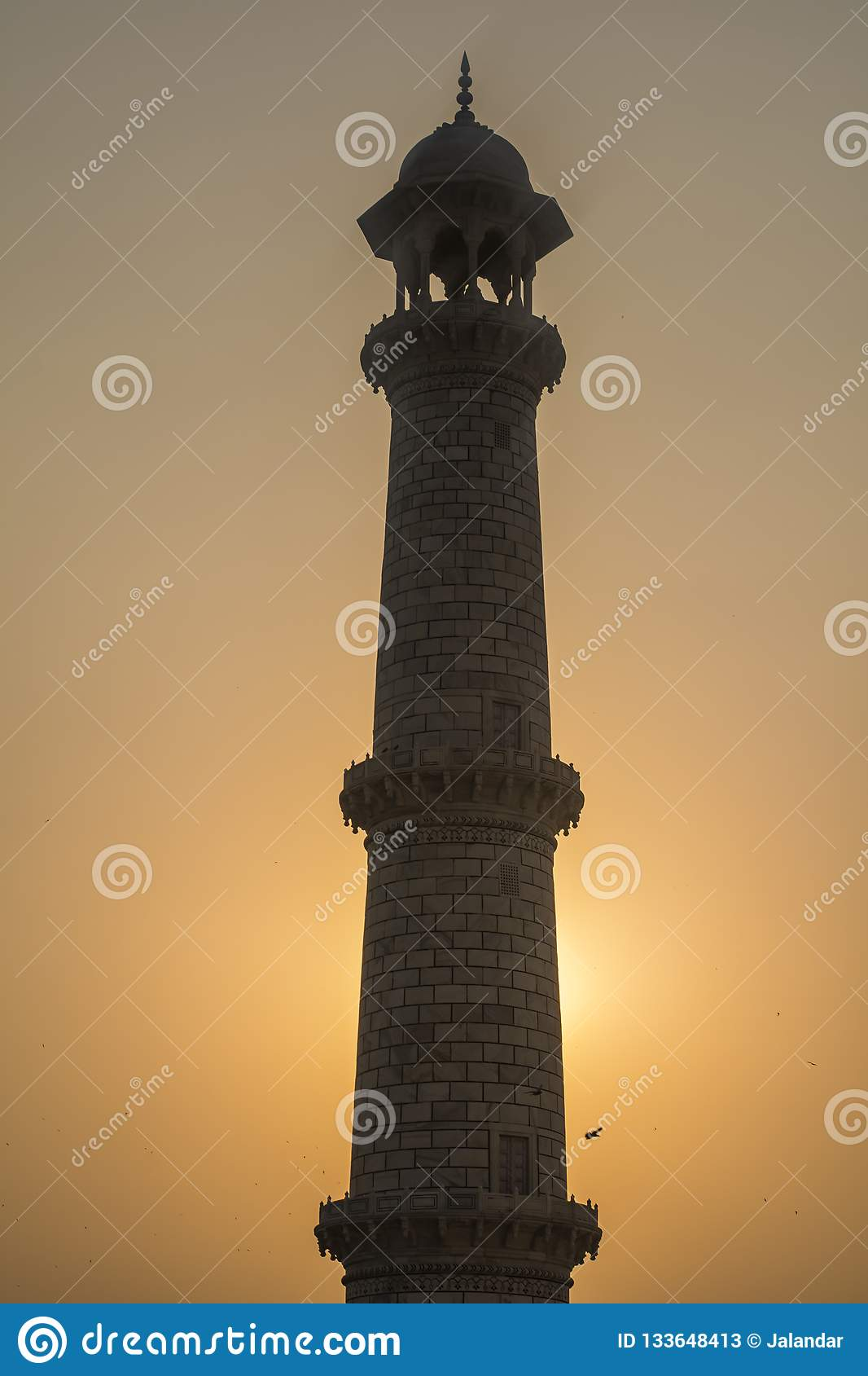 Pelare av Taj Mahal Silhoutte View, med solnedgång bakom