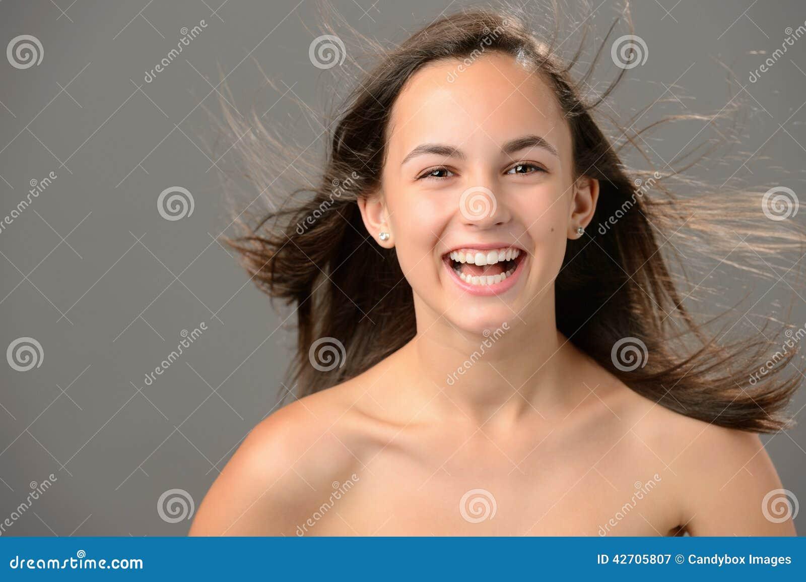 Pele de sopro de riso da beleza do cabelo do adolescente