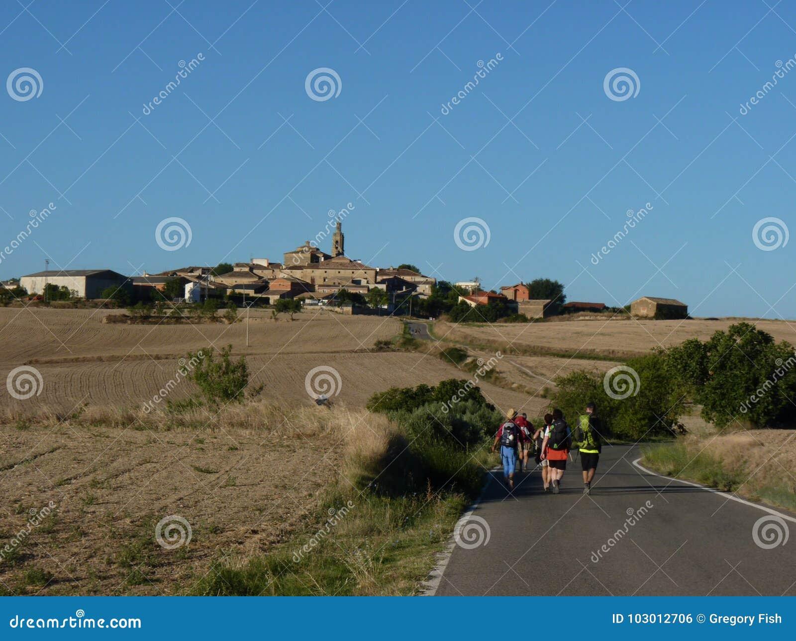 Pelgrims langs de manier van St James Mensen die op Camino DE Santiago lopen