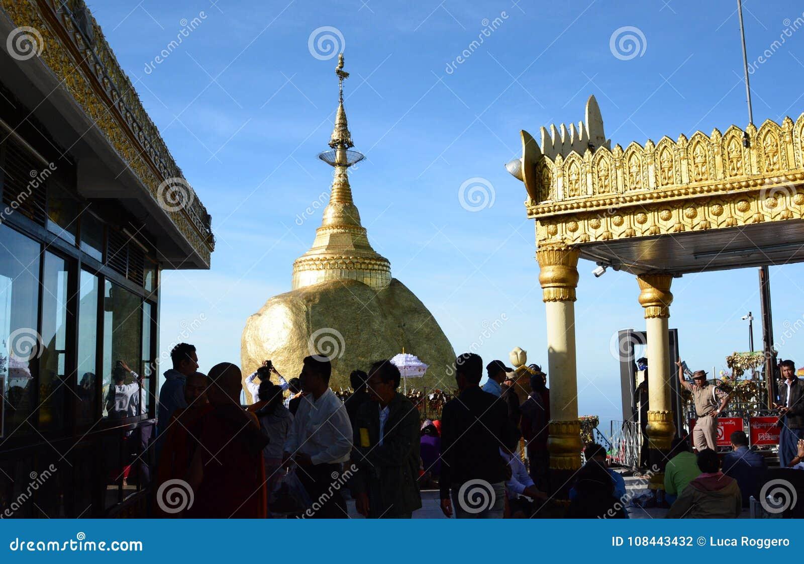 Pellegrinaggio alla roccia dorata Pagoda di Kyaiktiyo Stato di lunedì myanmar