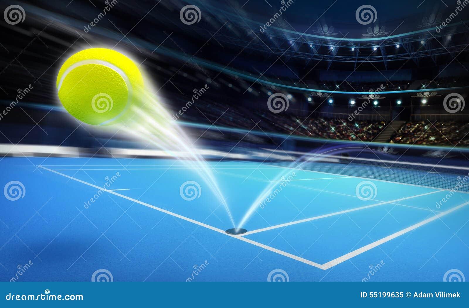 Tenis pelota stock de ilustracion ilustracion libre de stock de - Pelota De Tenis Del Vuelo En Una Corte Azul En La Falta De Definici N De Movimiento