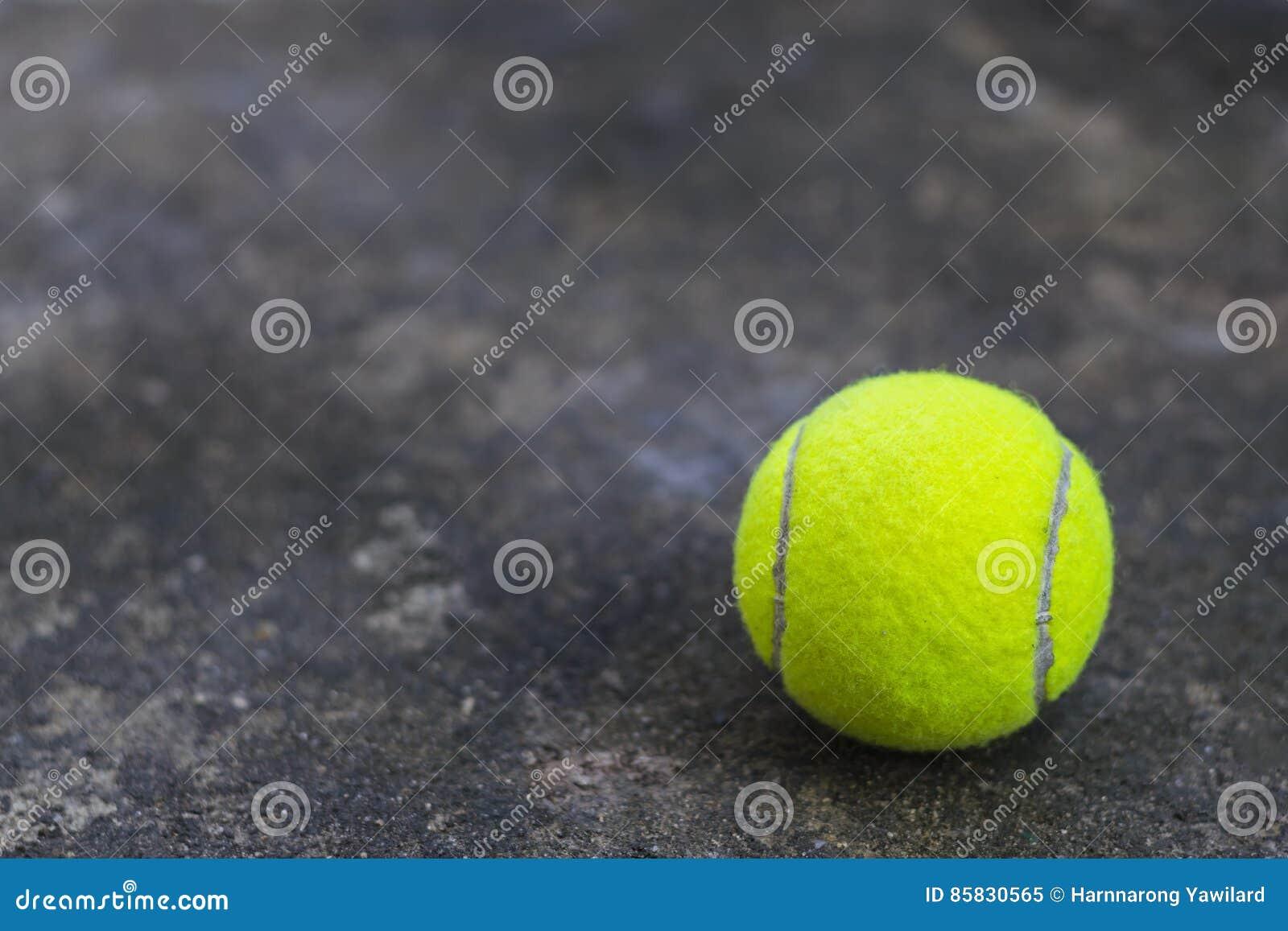 Tenis pelota stock de ilustracion ilustracion libre de stock de - Pelota De Tenis En La Tierra Sucia Stock De Ilustraci N