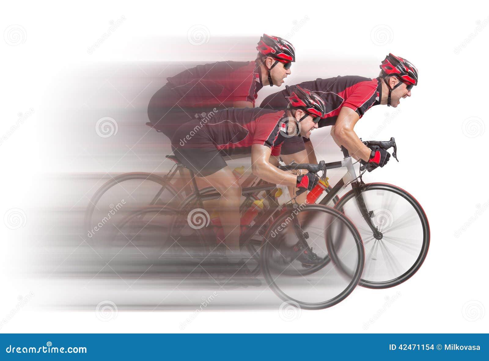 Peloton von Radfahrern sprintet zum Ende