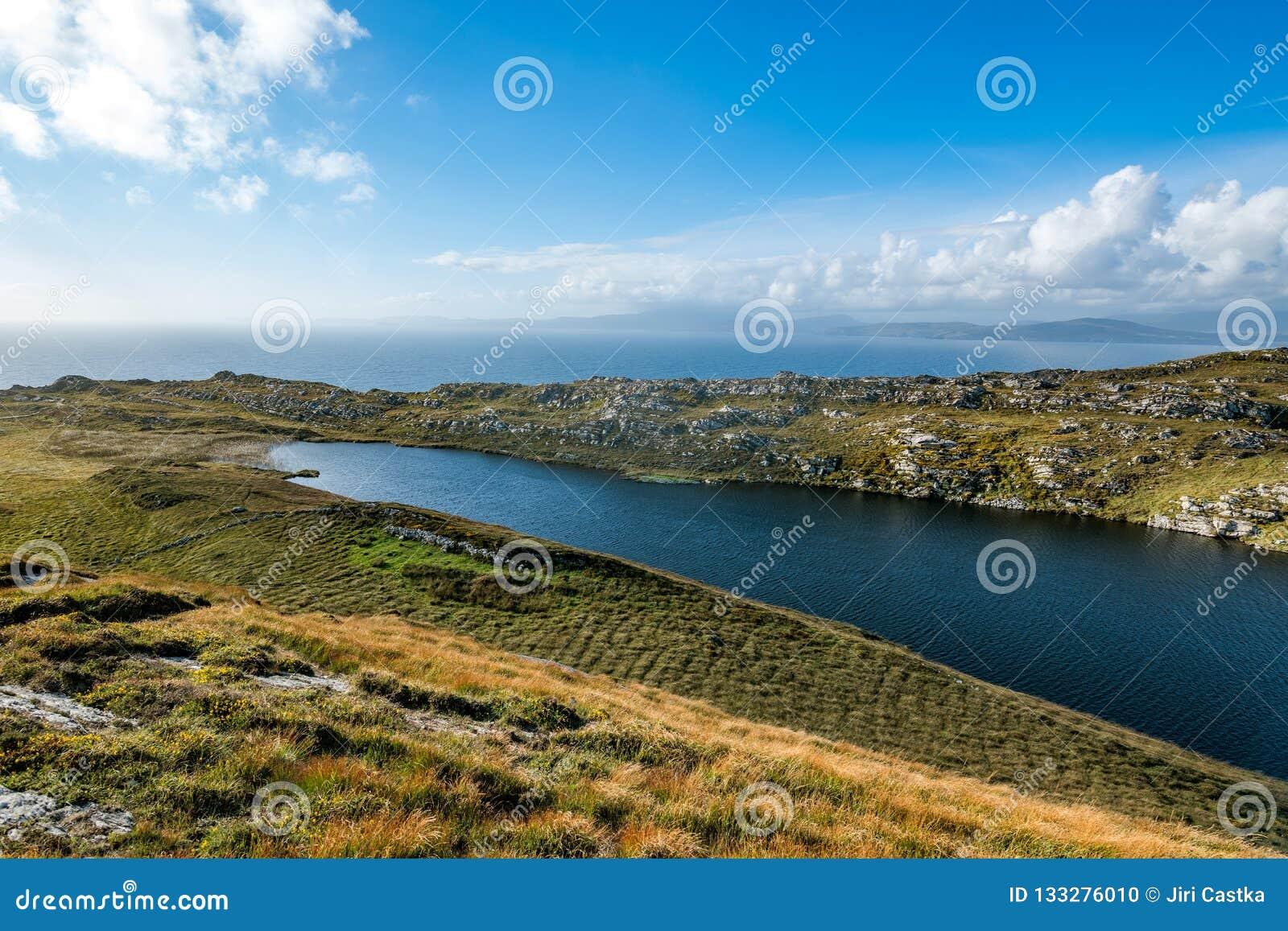 A península principal do carneiro no sudoeste da Irlanda