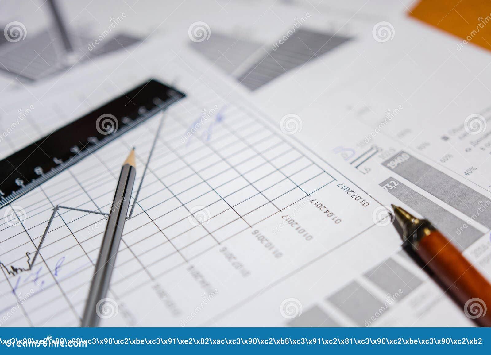 Pen en calculator op de lijst