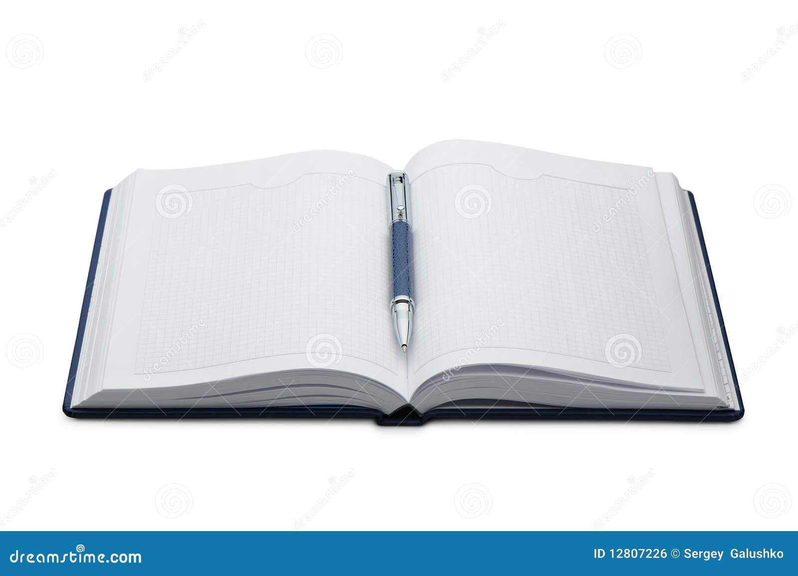 Pena acima de um caderno