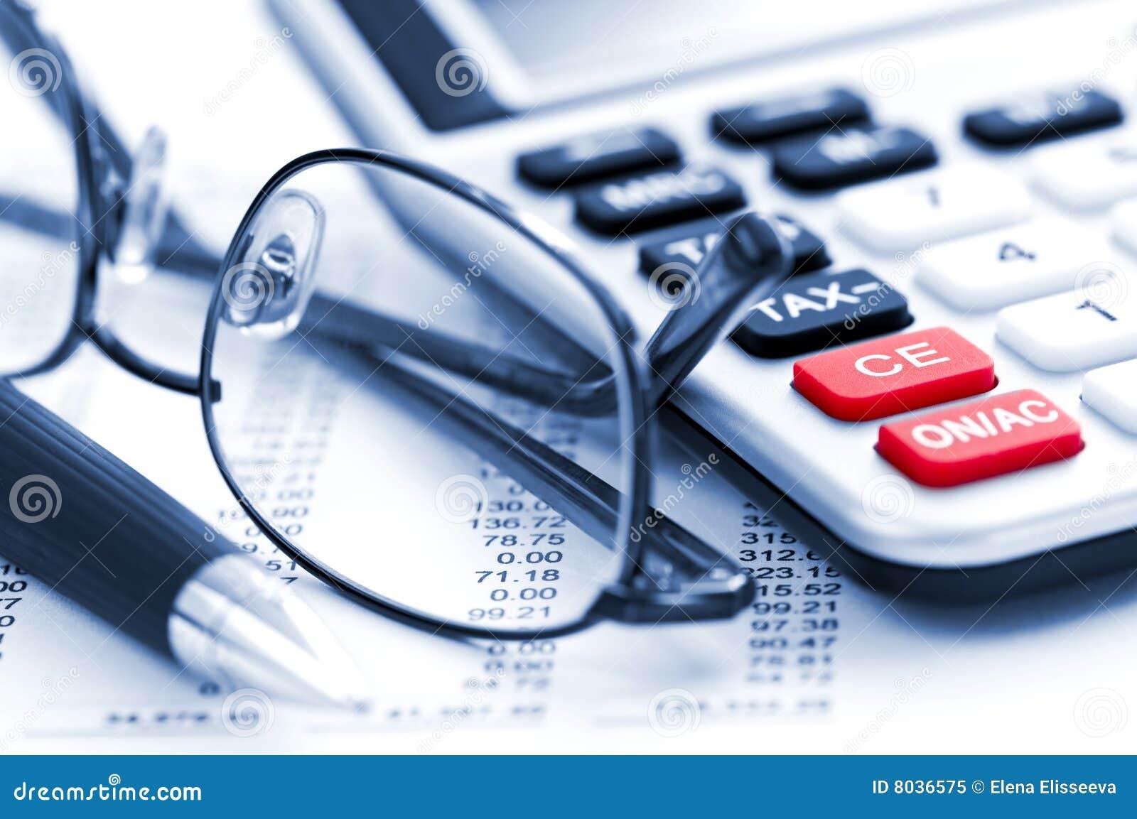 Pena e vidros da calculadora do imposto