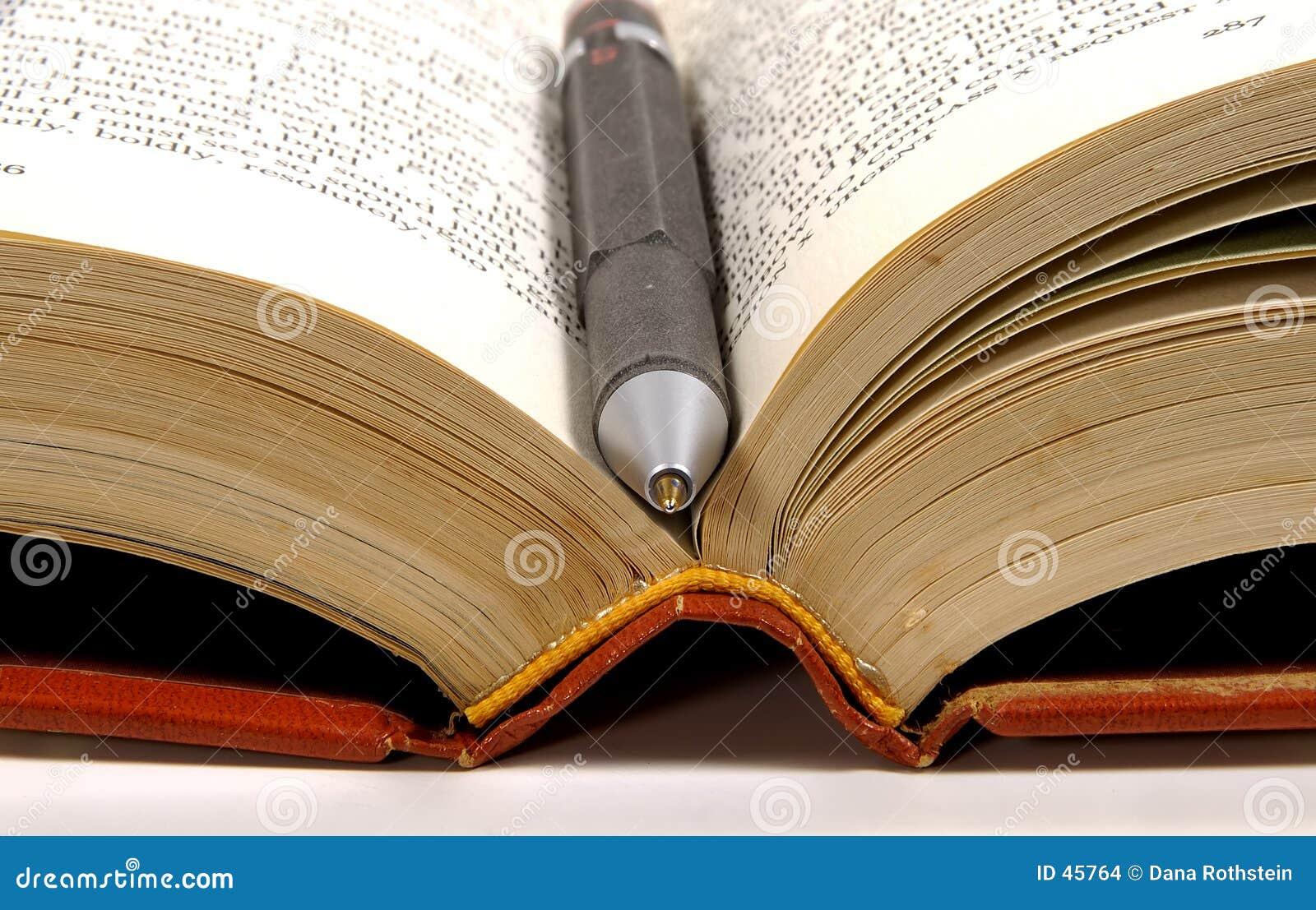 Pena no livro