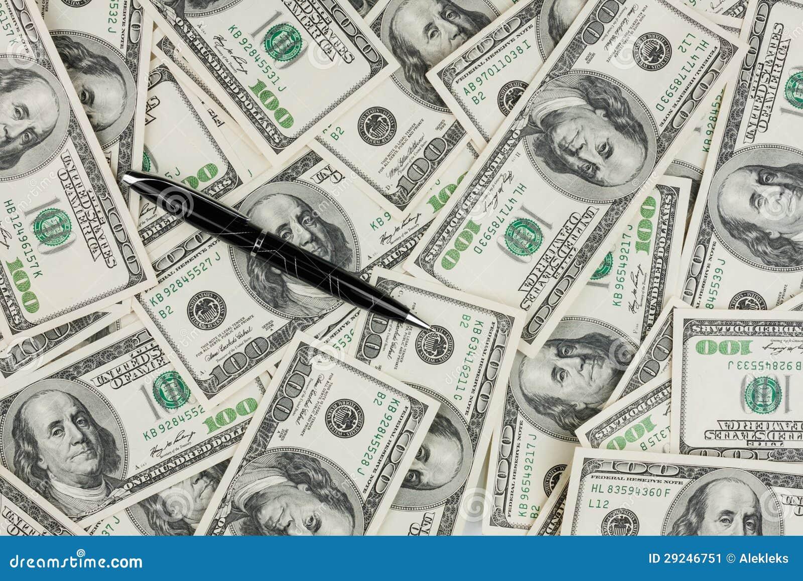 Download Pena Preta Que Encontra-se Em Um Fundo Do Dinheiro Imagem de Stock - Imagem de ganhe, dólares: 29246751