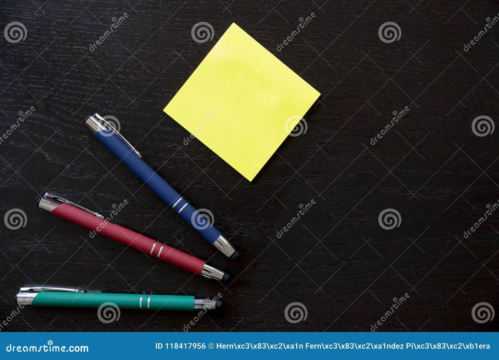 Penas e etiquetas da nota