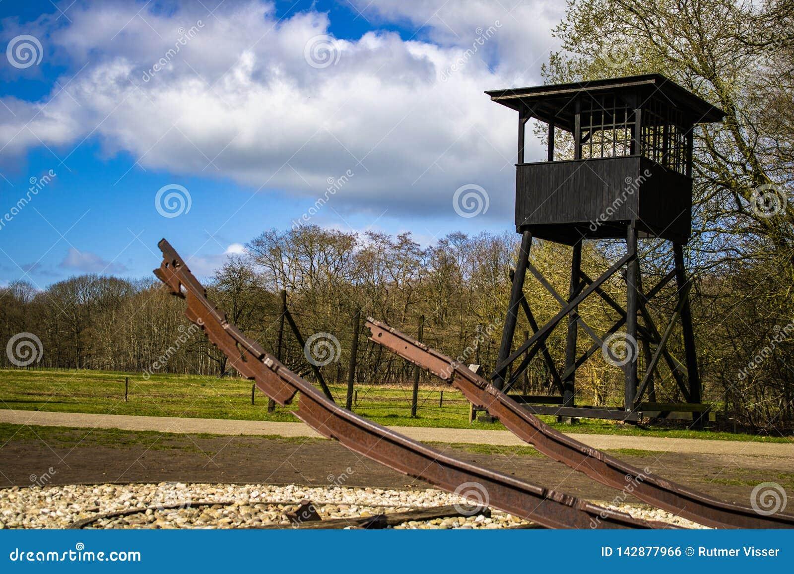 Pendant la deuxième guerre mondiale de te les soldats allemands ont transporté des personnes de westerbork de kamp en Hollande au