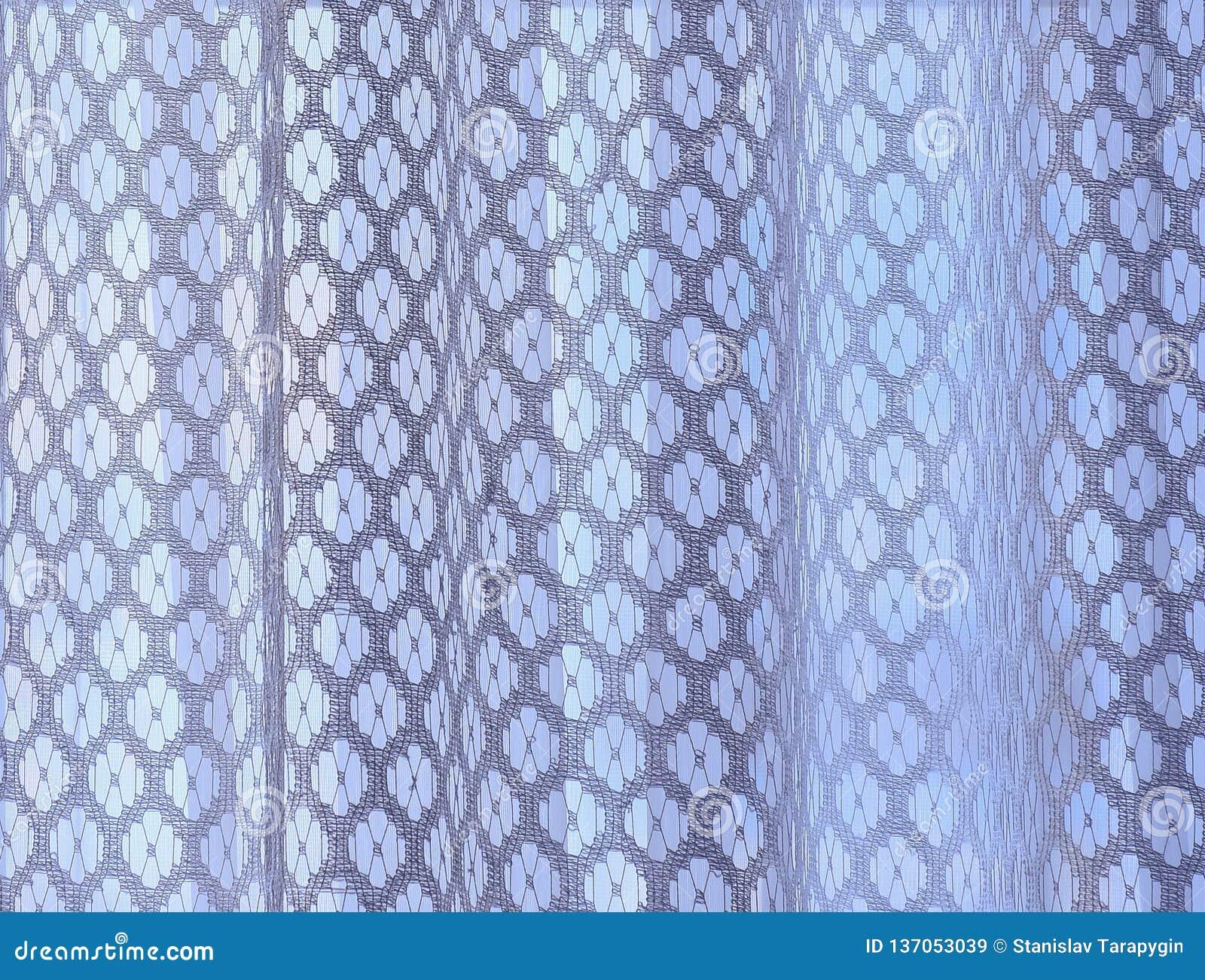 Pendiente blanca de las cortinas de ventana