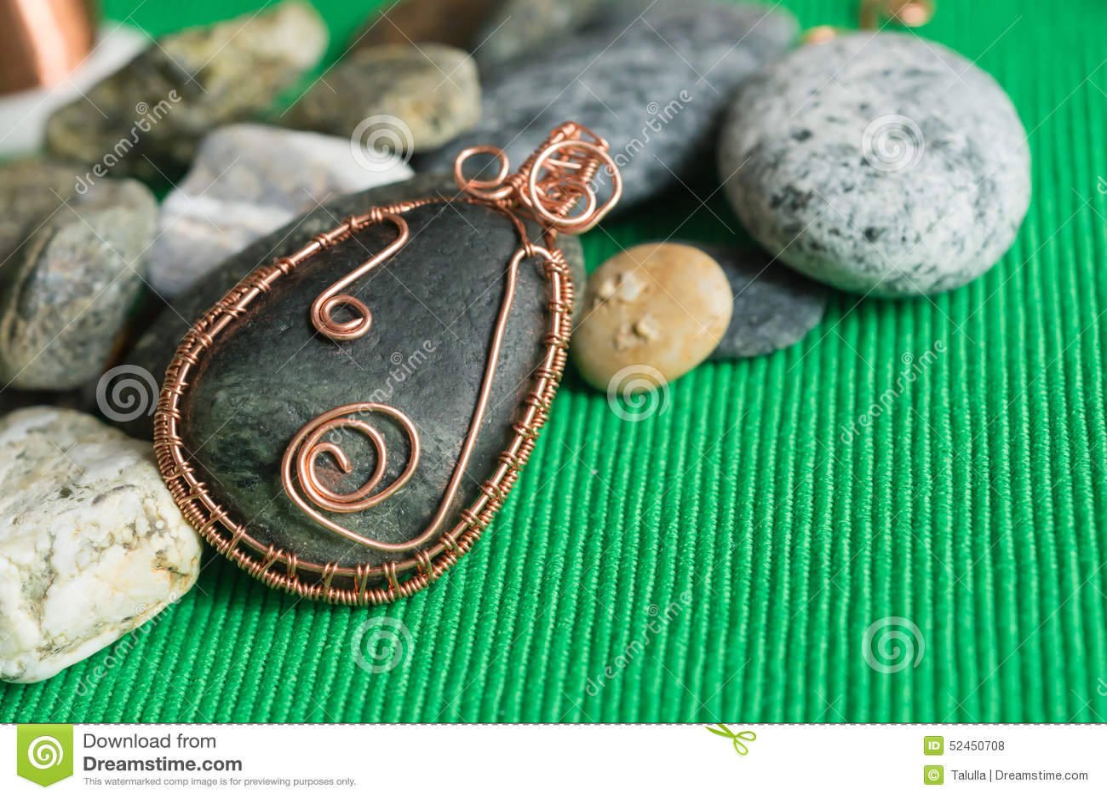 Pendiente de la piedra trenzada por un alambre de cobre - Alambre de cobre ...