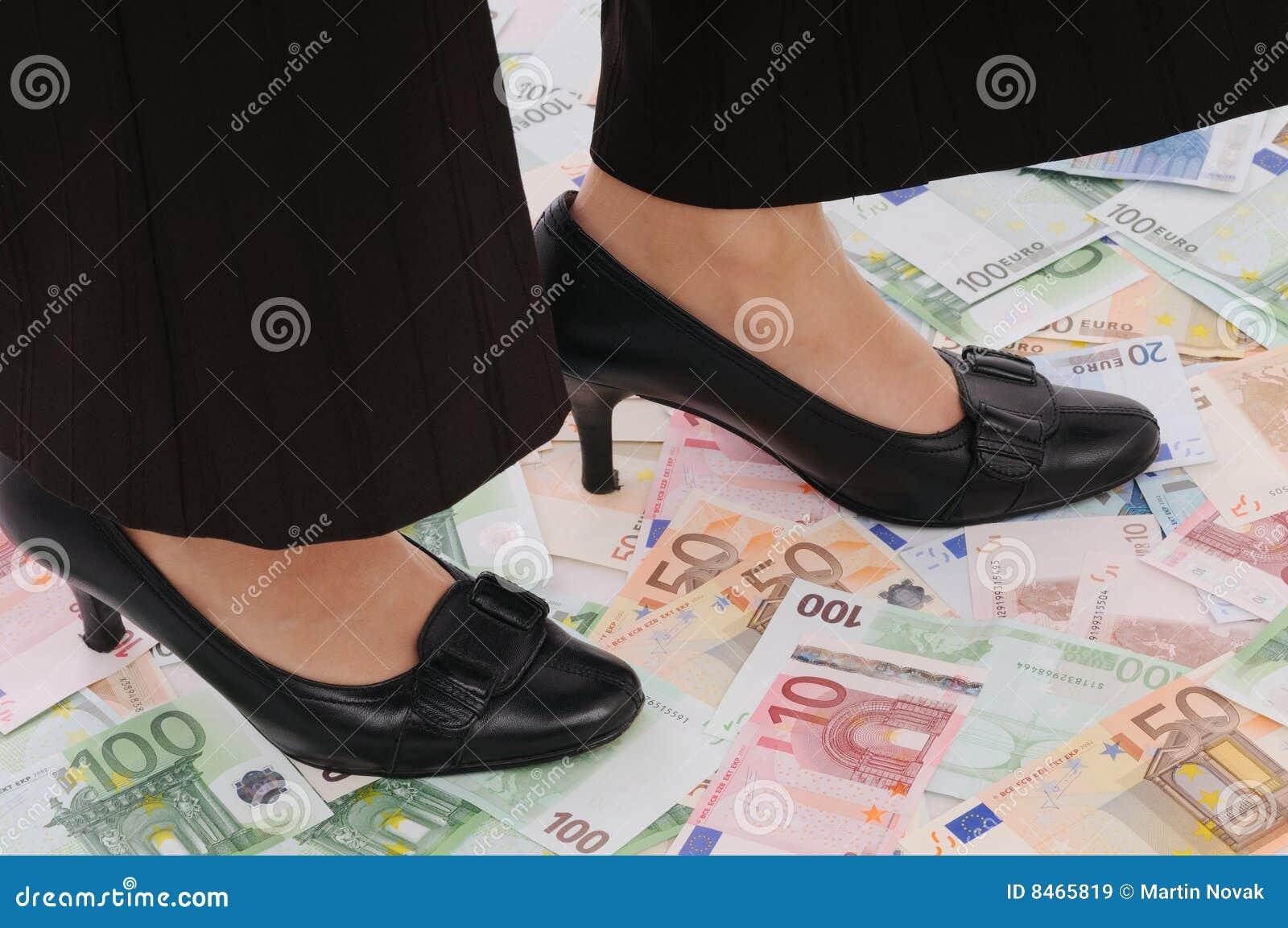 Pengar plattforer kvinnan